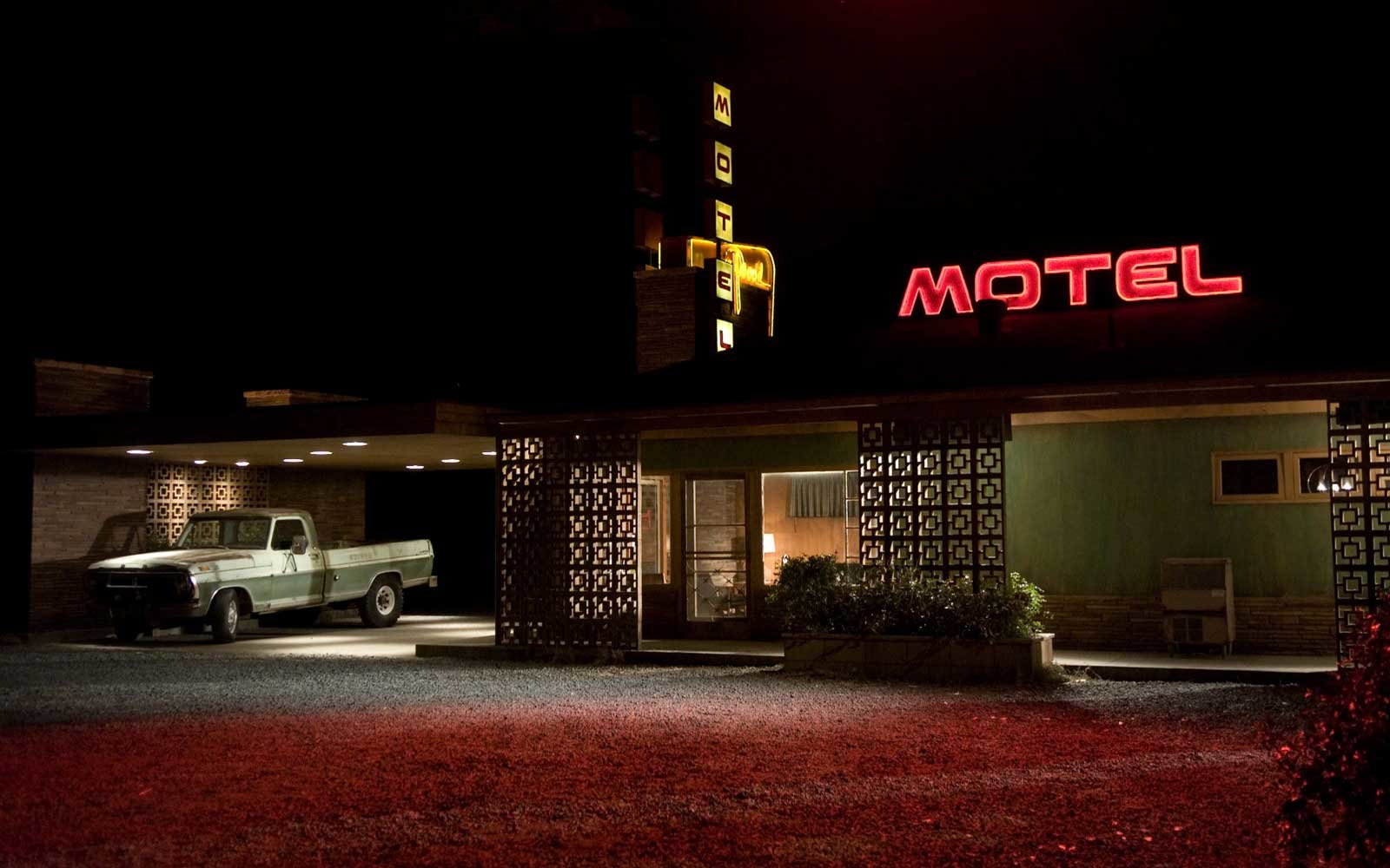 Exterior of motel from 2007 film Vacancy by director Nimrod Antal