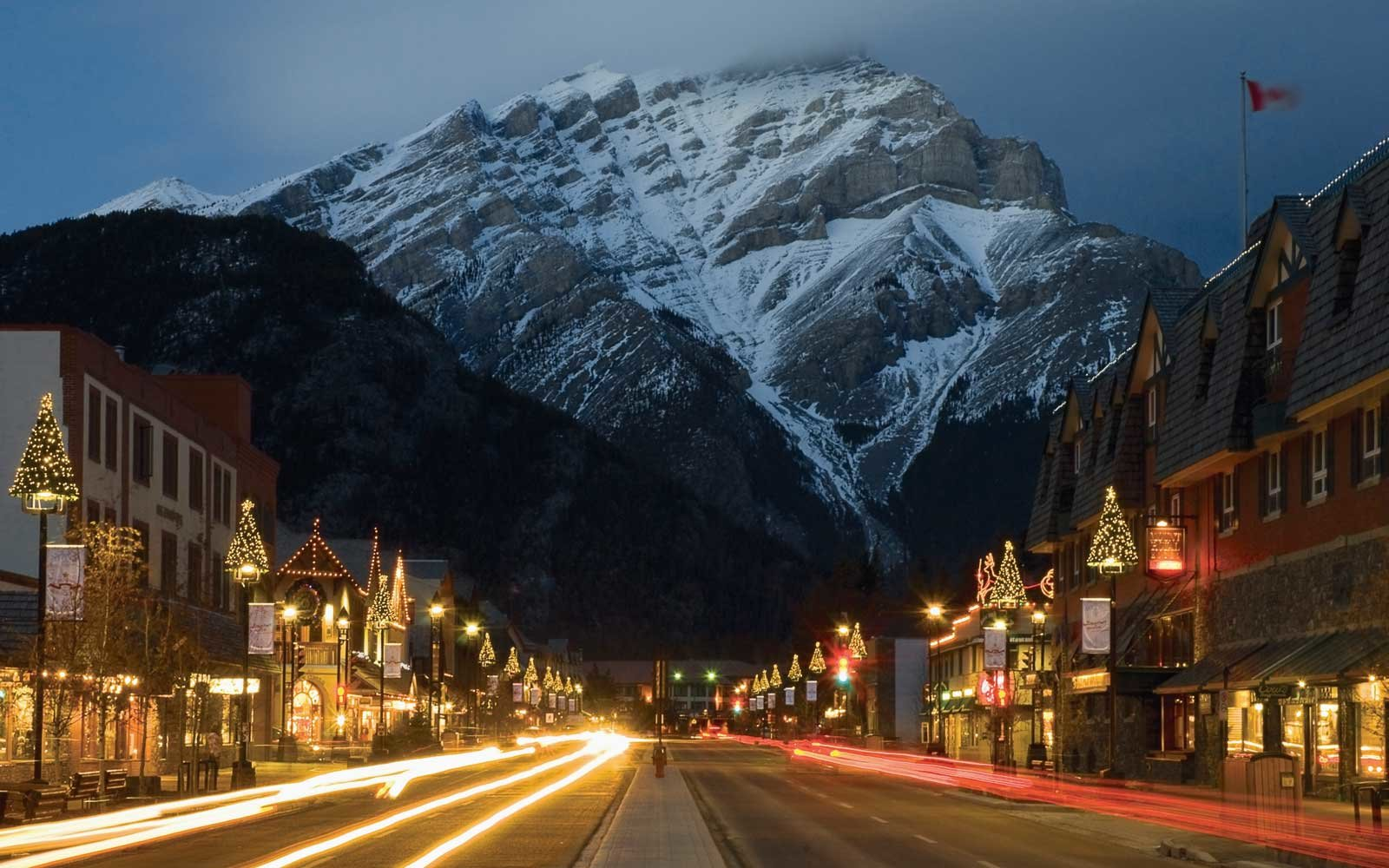 Explore Canada's spectacular scenery while enjoying traditional holiday meals on this eight-day trip.