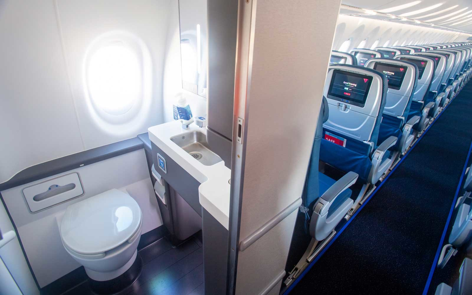 Outstanding Deltas New Planes Have Stronger Wifi Bigger Seats And Dailytribune Chair Design For Home Dailytribuneorg