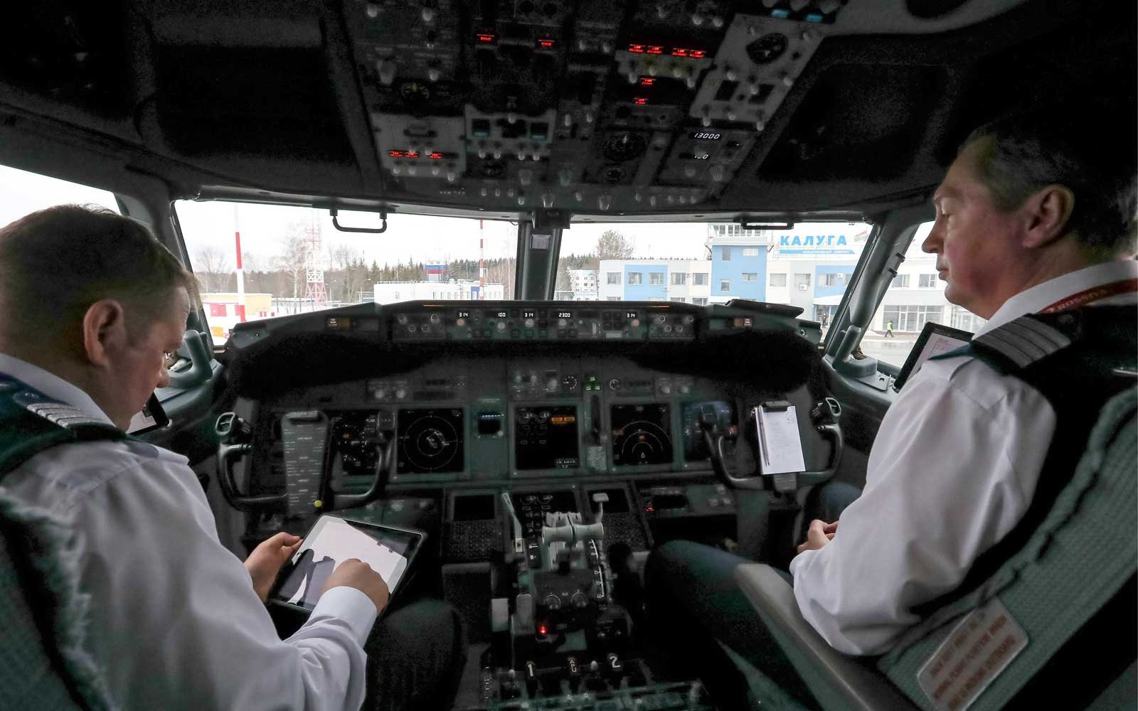 The cockpit of a new Boeing 737-800