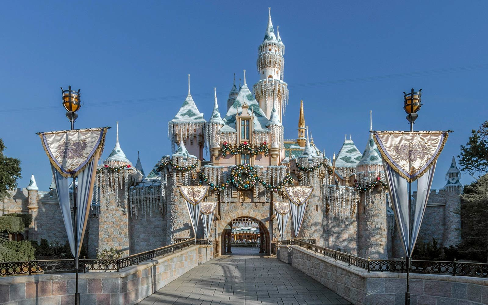 Disneyland Christmas.Why Disneyland Is The Best Place On Earth To Celebrate The