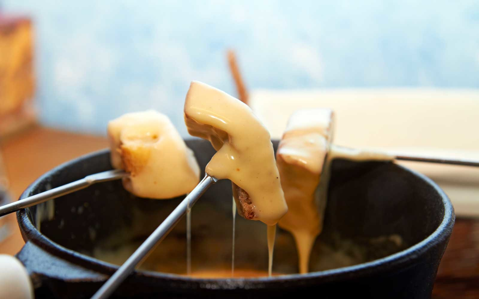 Swiss Air Lines passengers will be able to enjoy local delicacies like cheese fondue onboard European flights.
