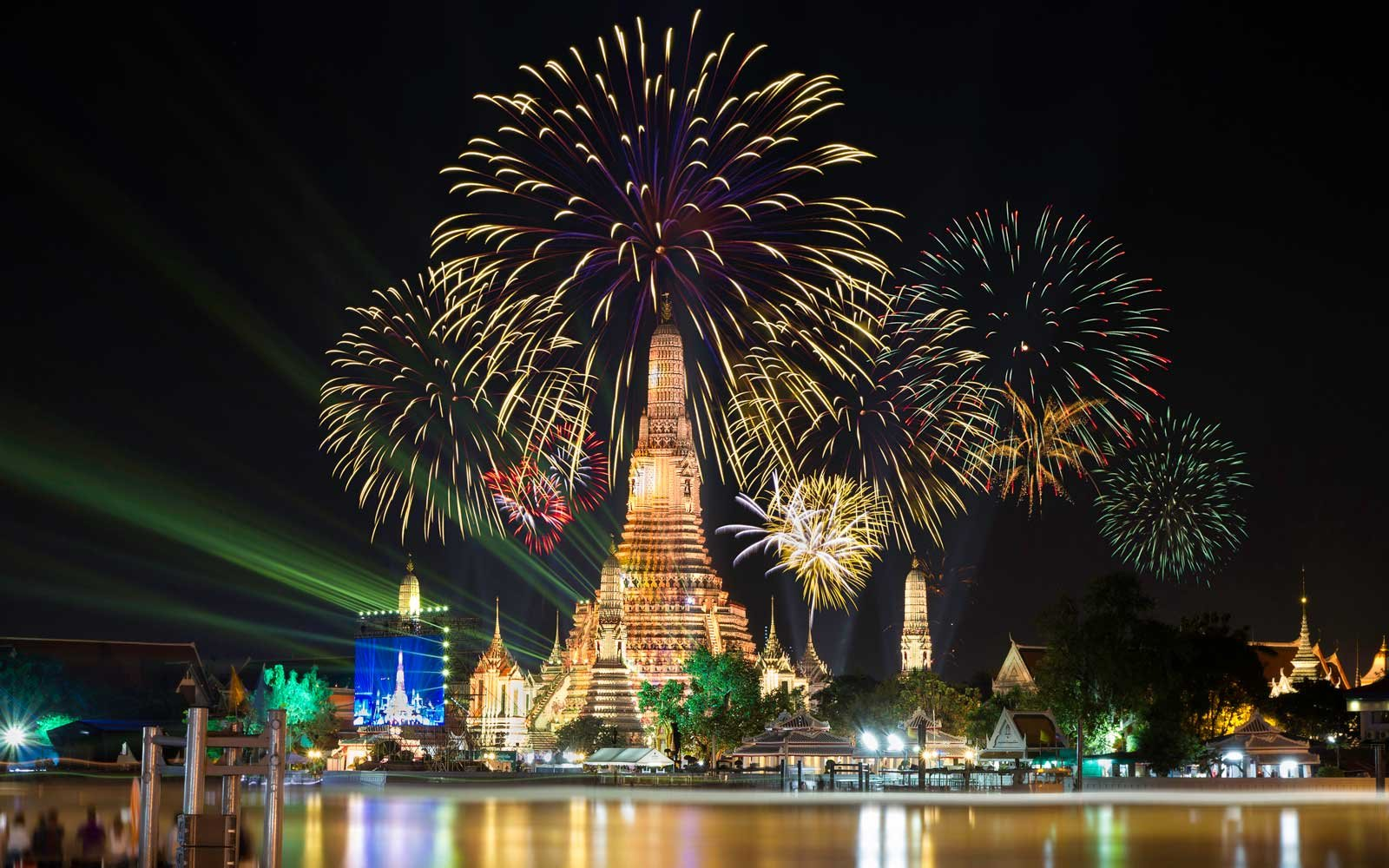 New Year's Eve fireworks at Wat Arun temple in Bangkok, Thailand
