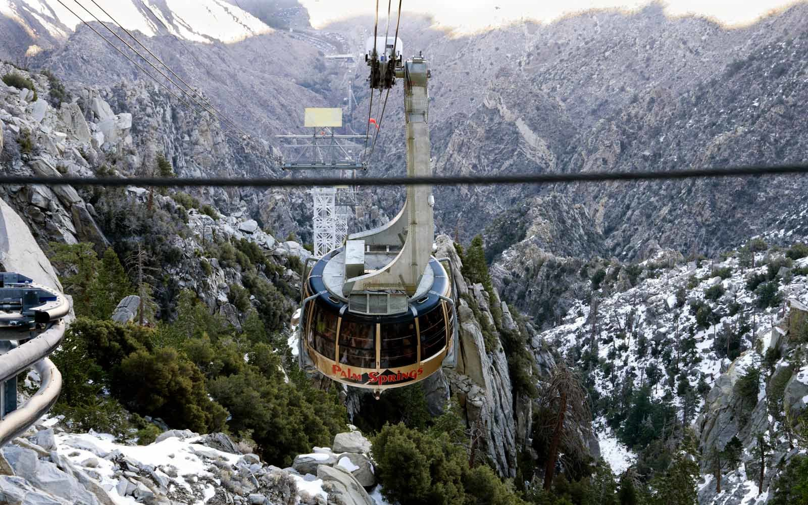 Palm Springs Aerial Tramway arrives at Mountain Station