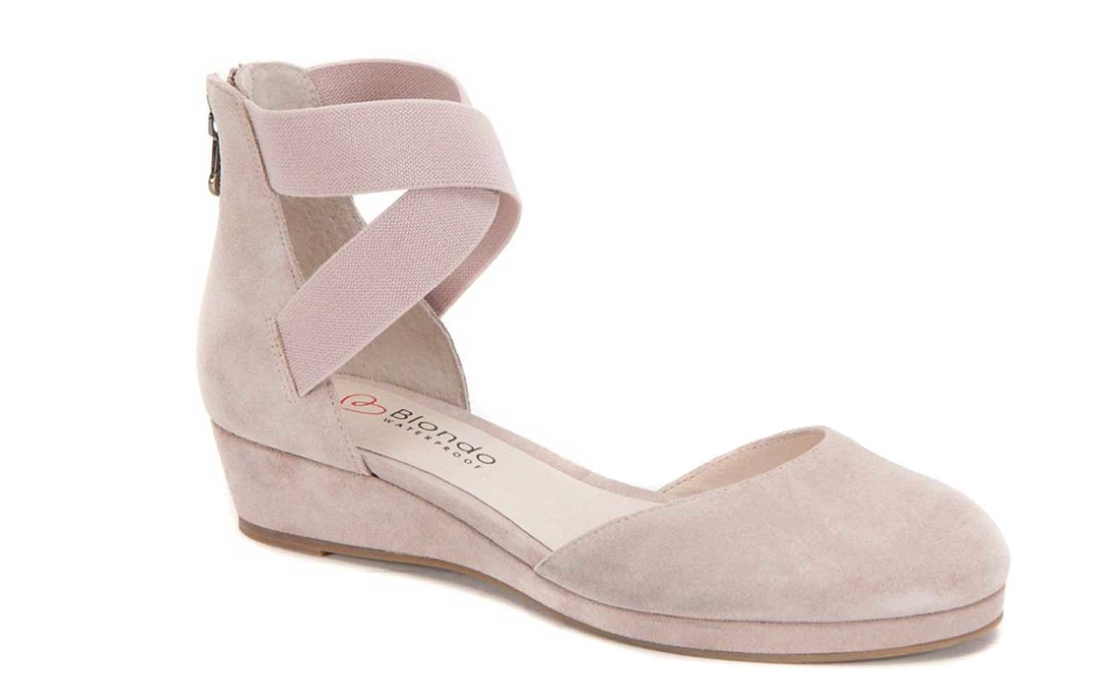 Pink suede wedge by Blondo