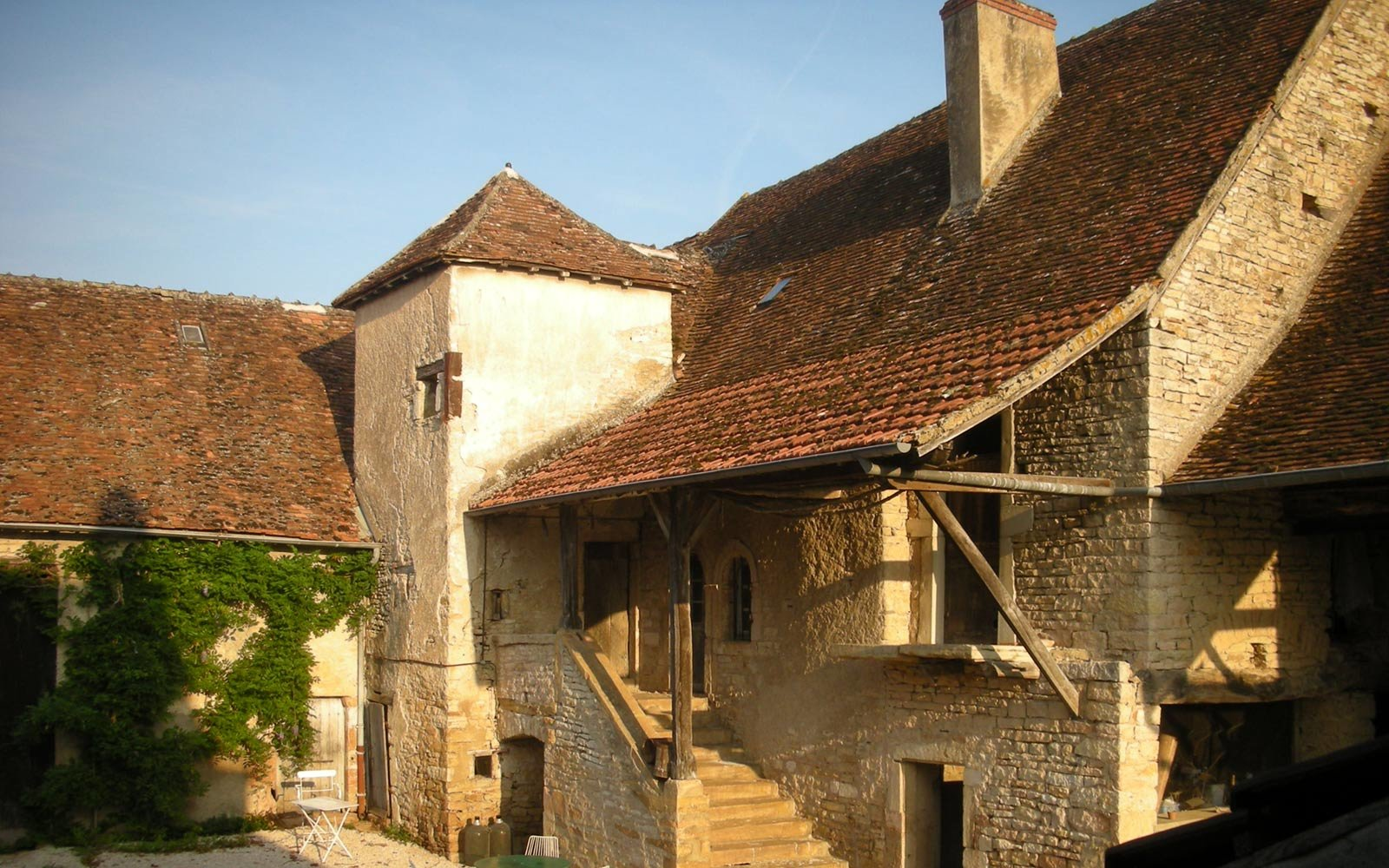 Sercy, 300 year old farmhouse in French wine country