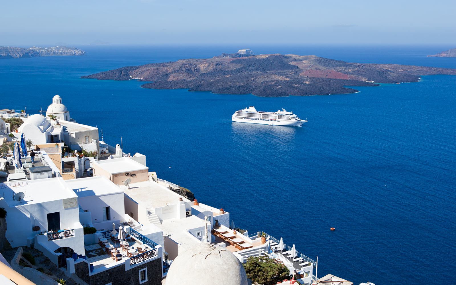 Regent Seven Seas Mariner in Santorini, Greece