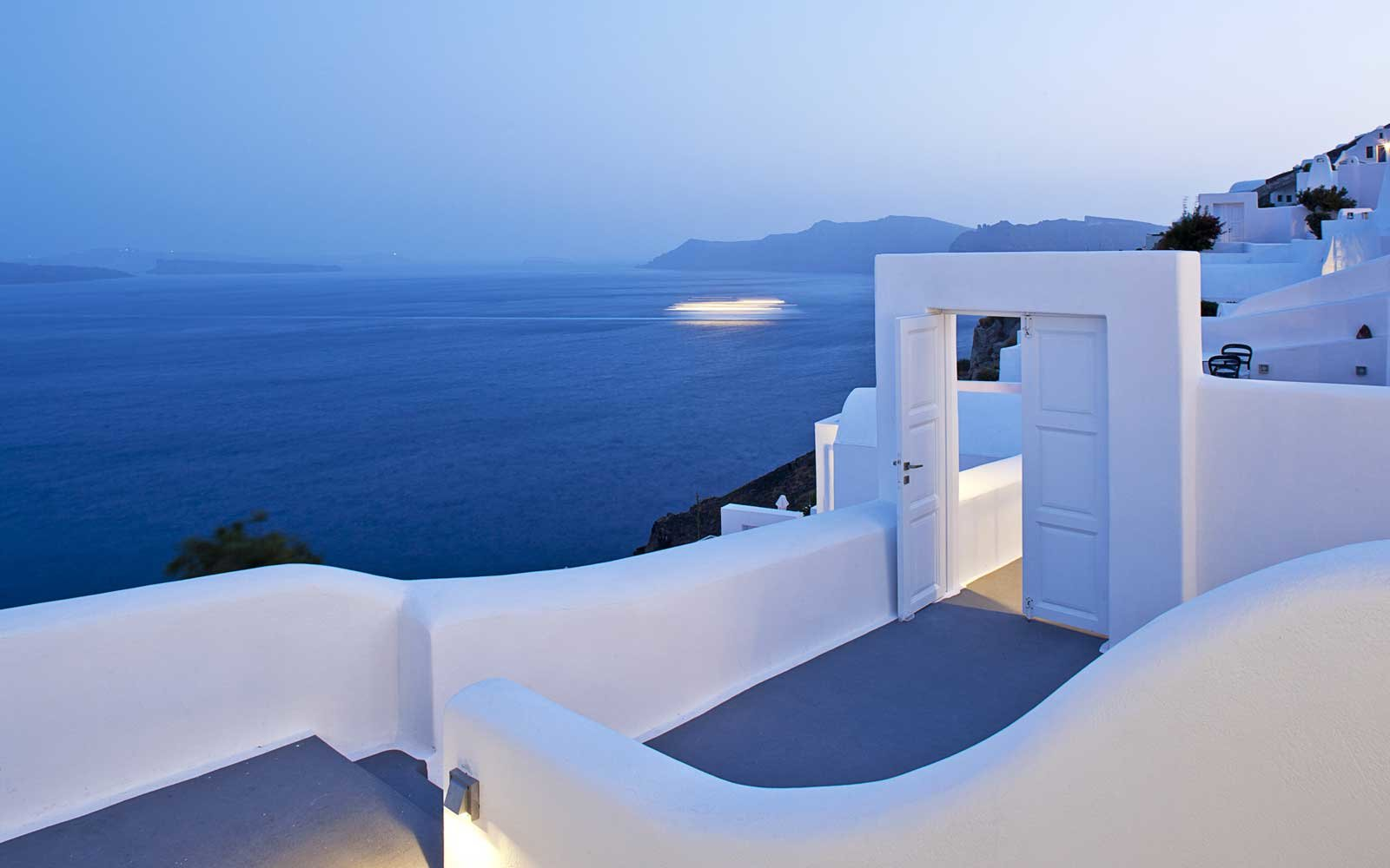 Top Romantic Hotels: Canaves Oia, Santorini, Greece