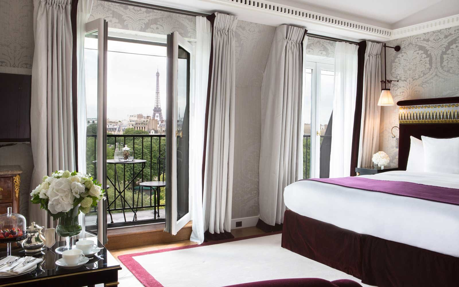 Top Romantic Hotels: La Reserve, Paris, France