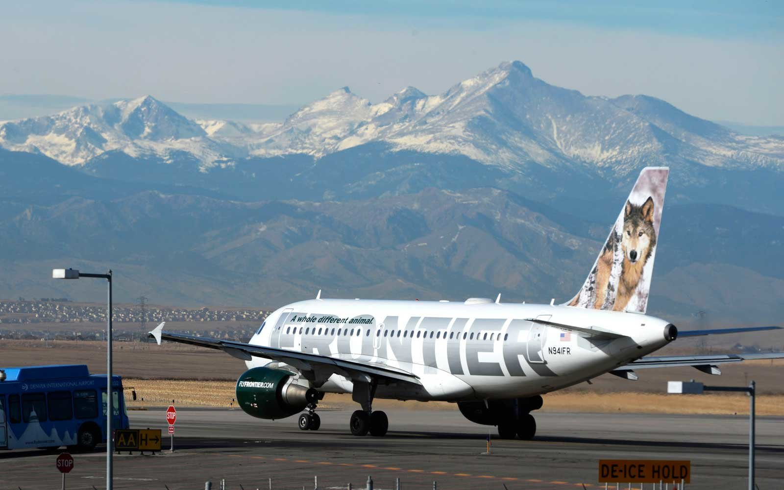 This $60 Pass Lets Your Kids Fly Frontier With You for Free All Year