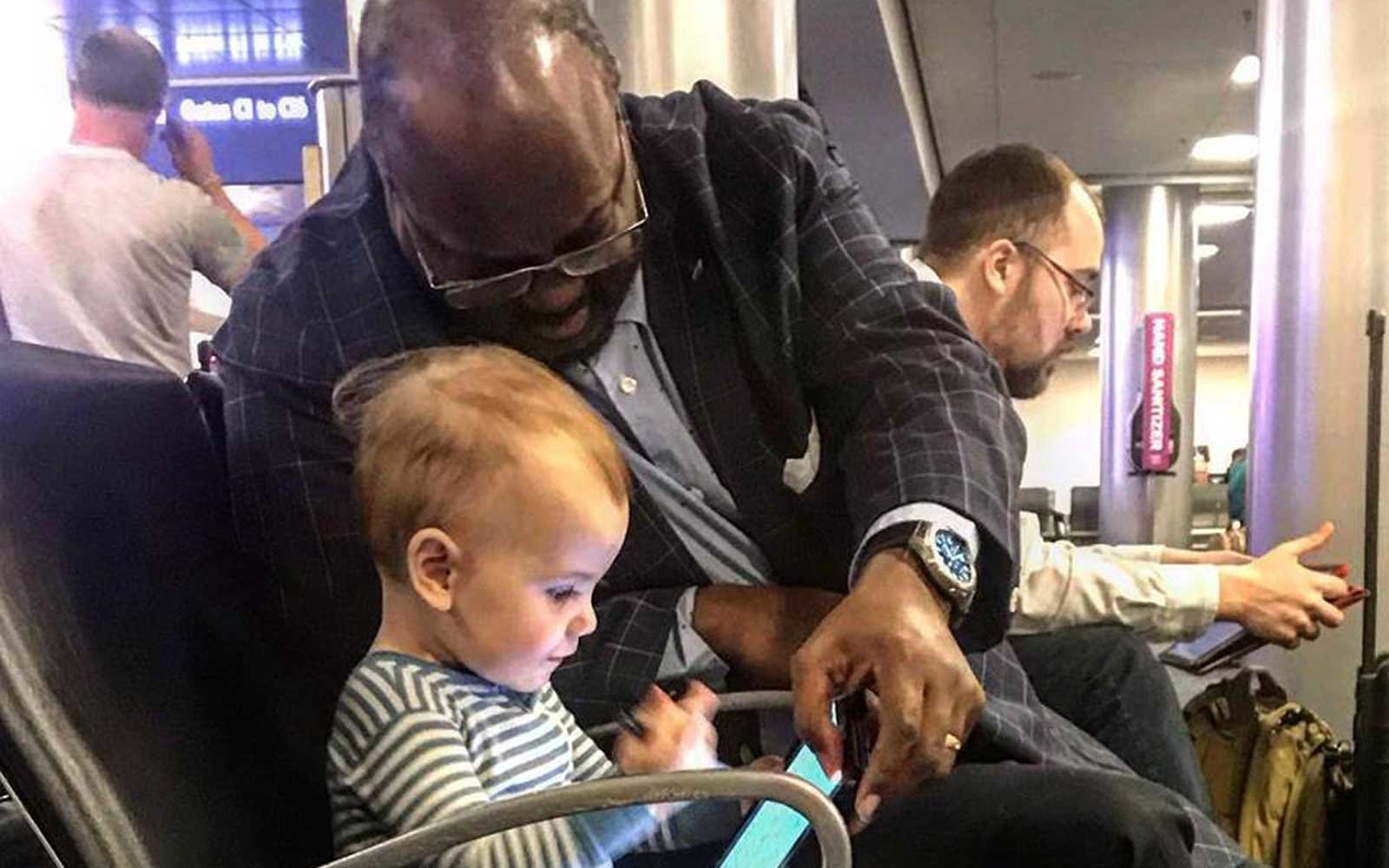 Dad Writes Letter to Stranger Who Taught His Daughter 'What Compassion Looks Like' at the Airport