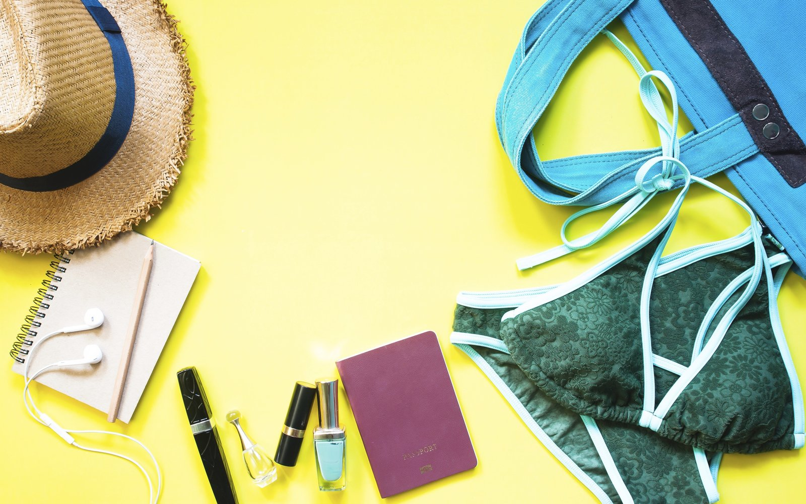 Tout: 13 Clear Travel Makeup Bags That Make Getting Through Airport Security a Breeze