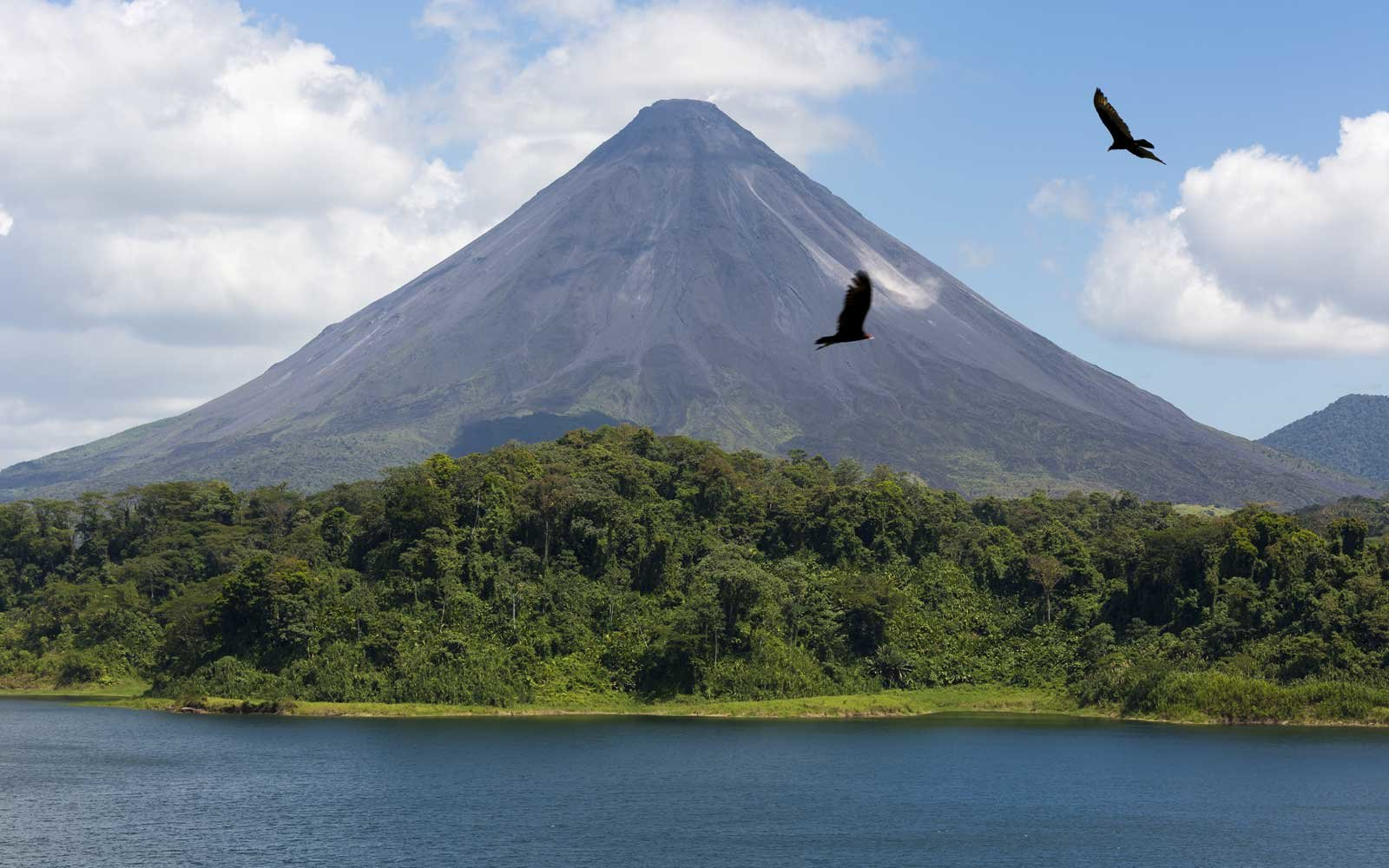 Costa Rica, Guanacaste Province, Arenal Lake at the bottom of Arenal Volcano