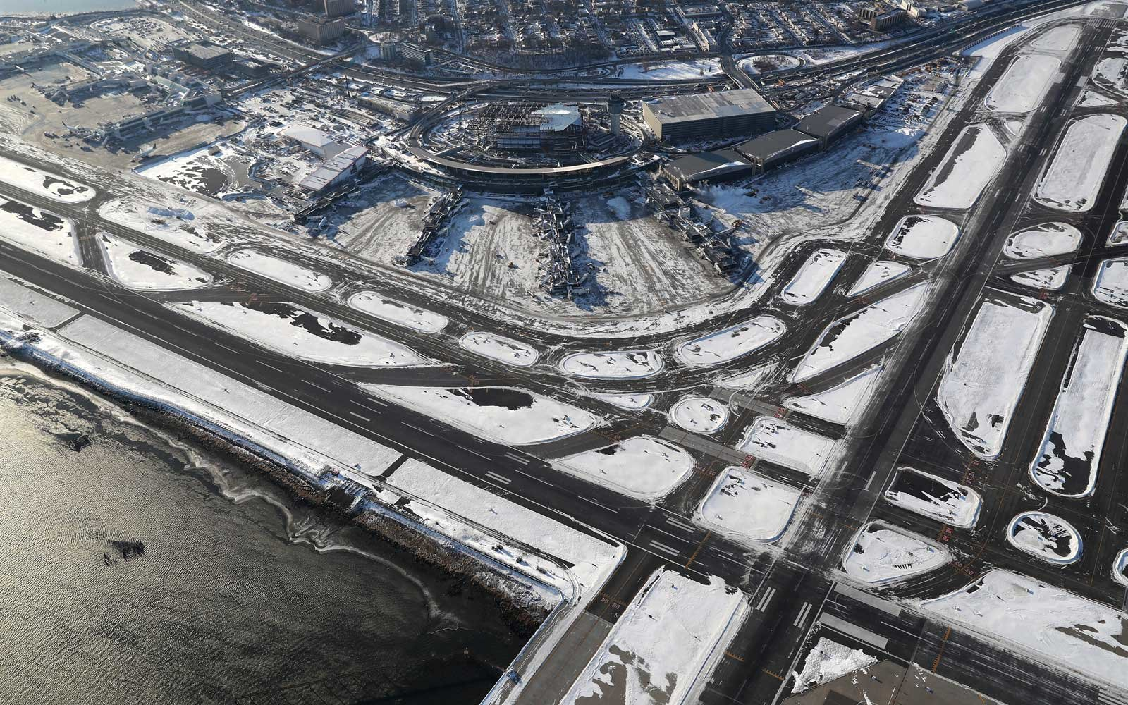 Winter storm, Airports Close