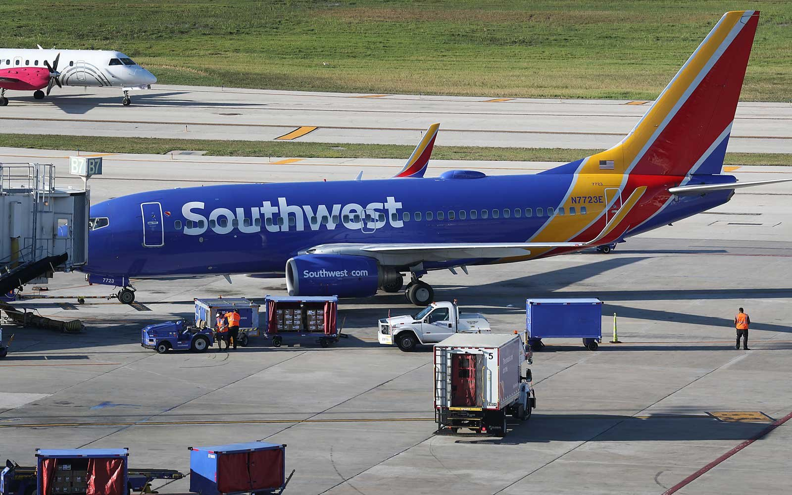 Southwest Airlines continues to have issues with mechanics