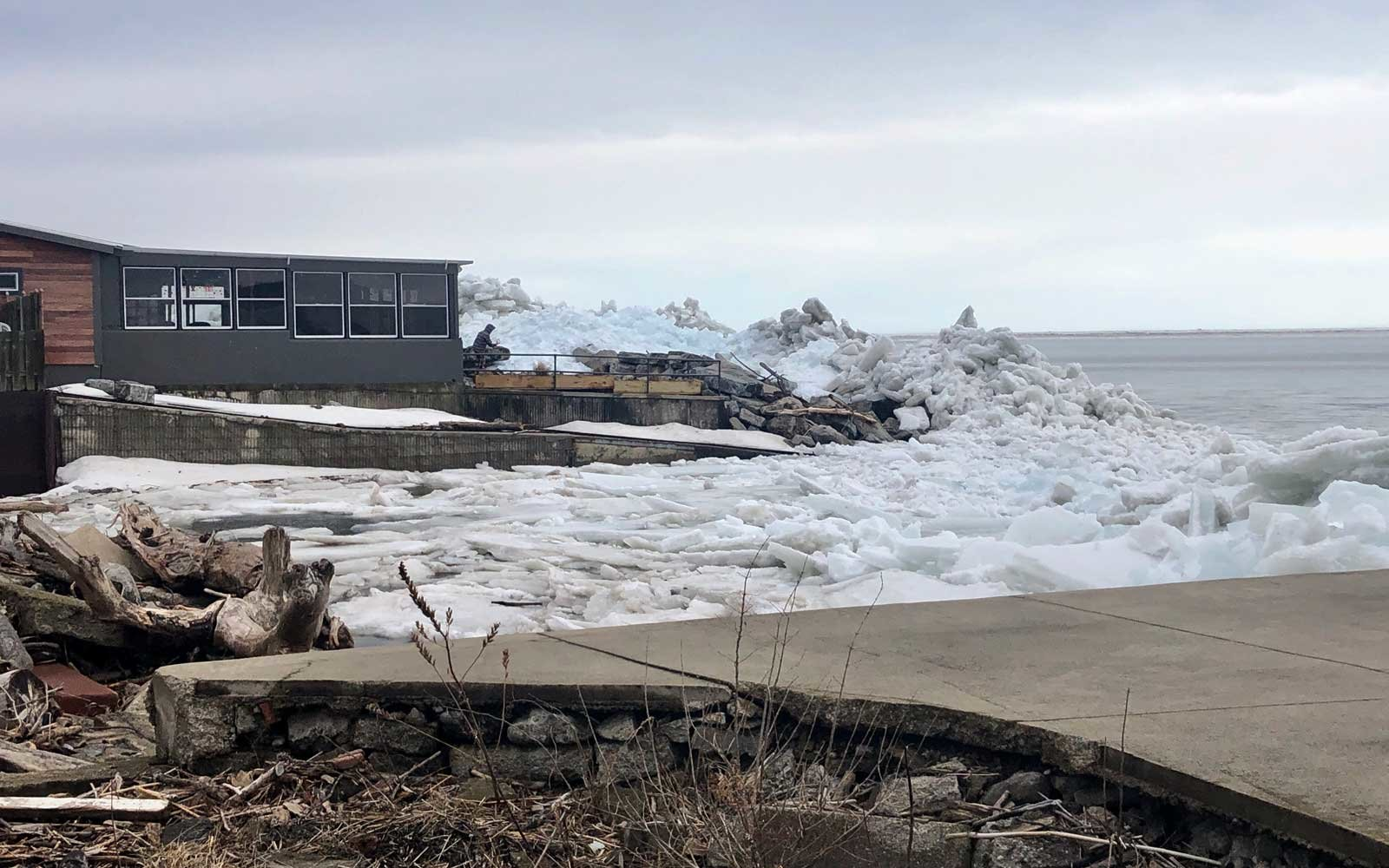 High winds cut power, menace Lake Erie shorelines with ice