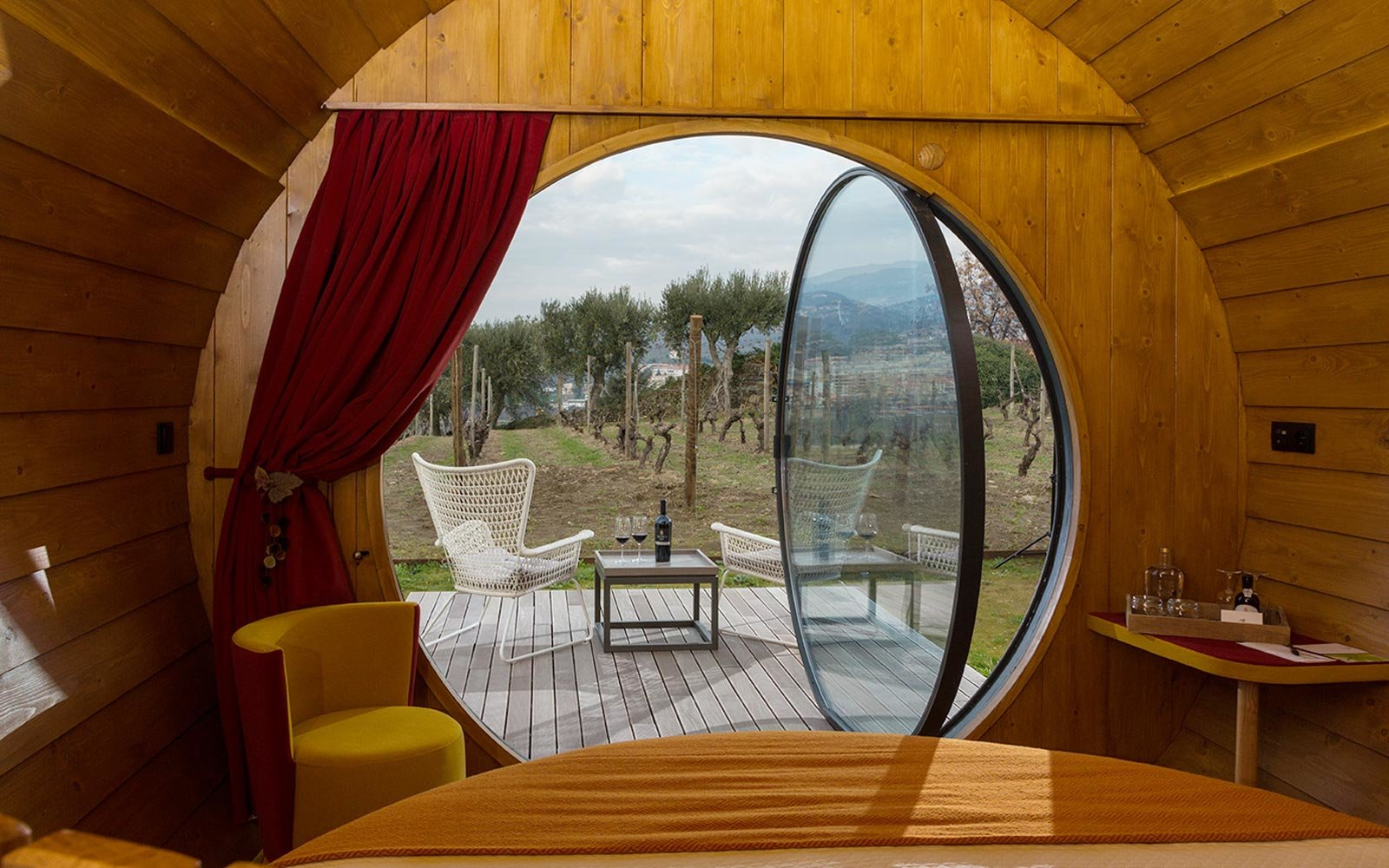 Sleep in a giant wine barrel at this vineyard in portugal for Designhotel portugal