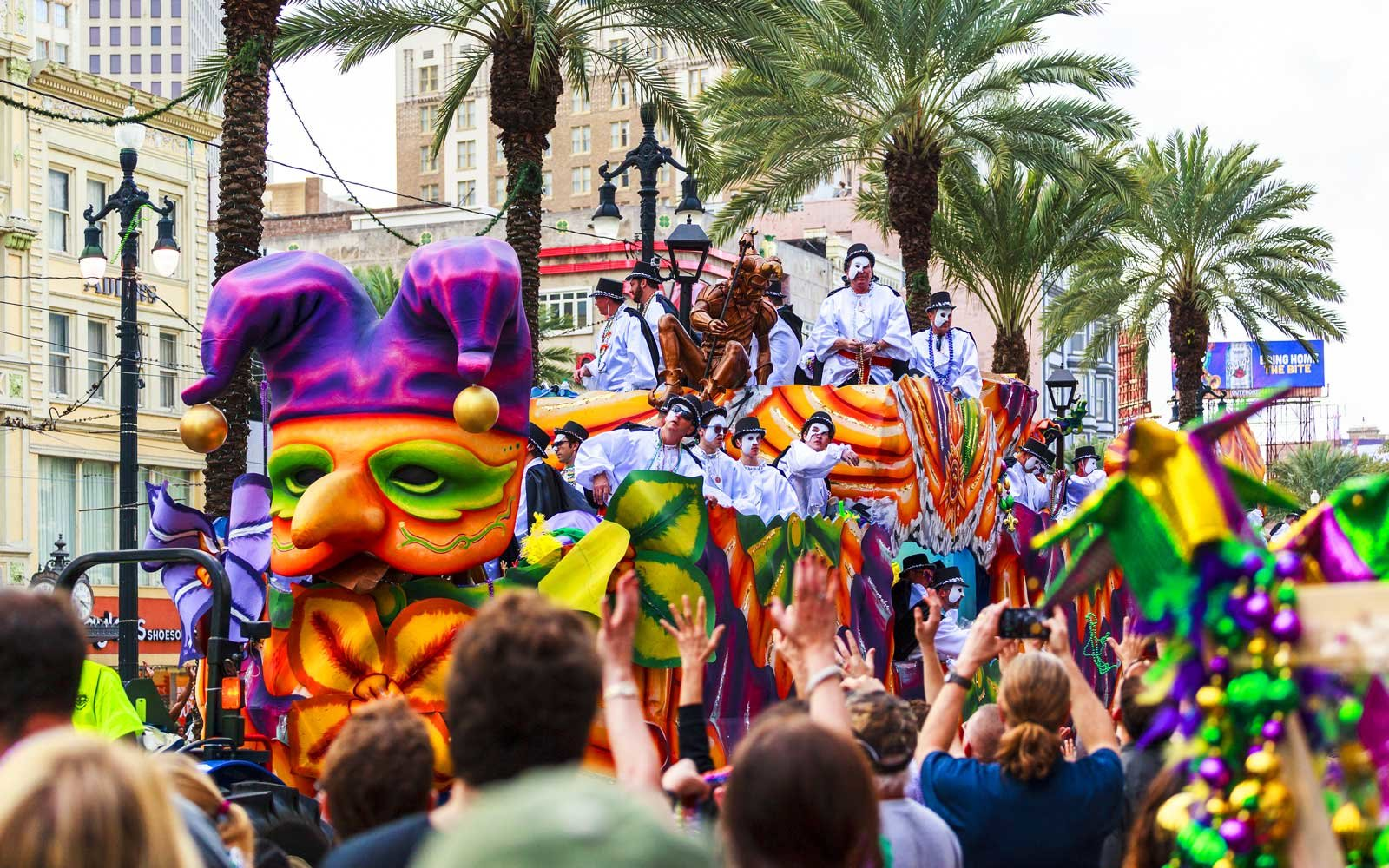 Mardi Gras parades through the streets of New Orleans. People arecelebrating and welcoming locals and visitors.Thisis the biggest annual celebrationof the city.