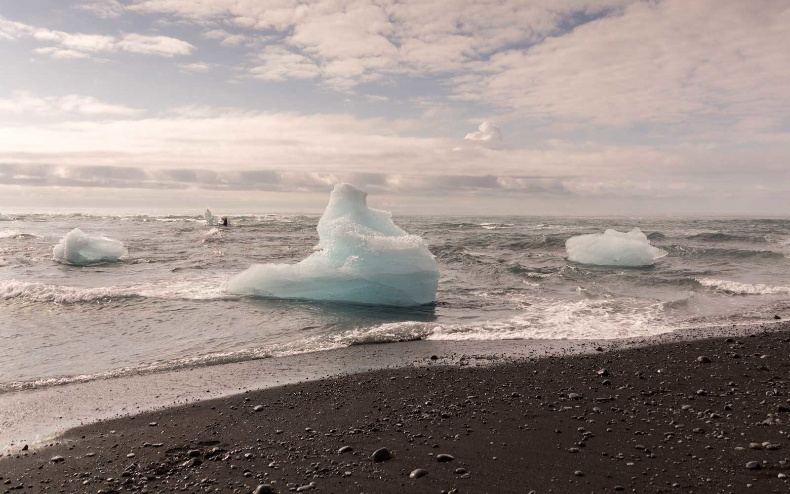 Diamond Beach in Jökulsárlón, Iceland