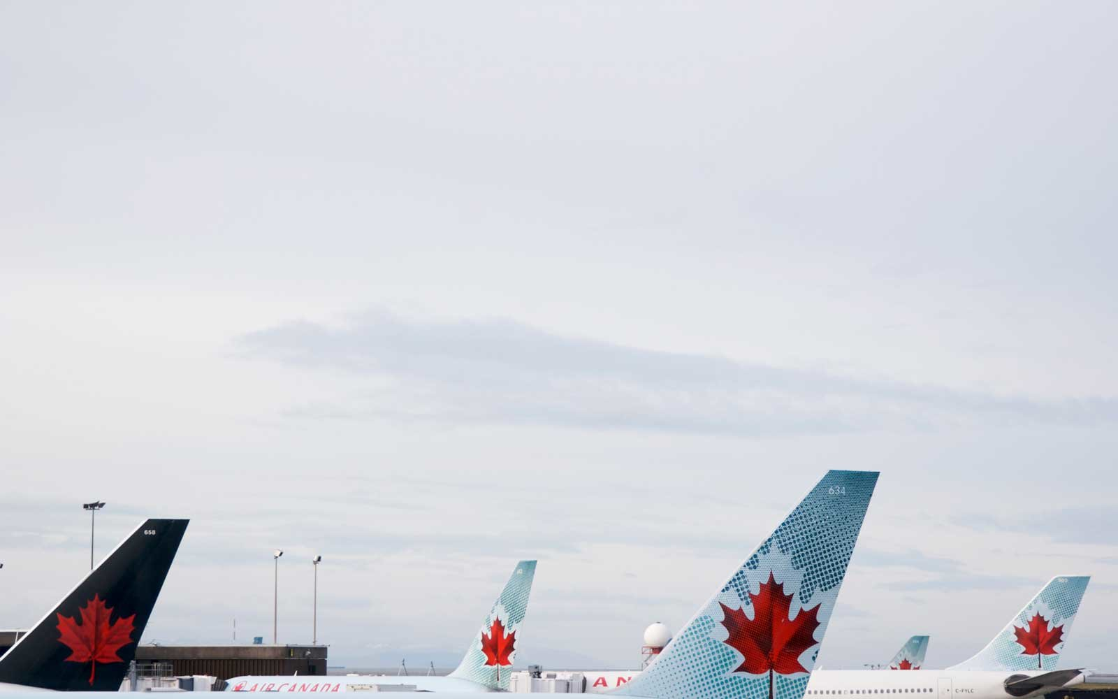 Air Canada Pilot Buys 23 Pizzas For Passengers Stranded On Tarmac