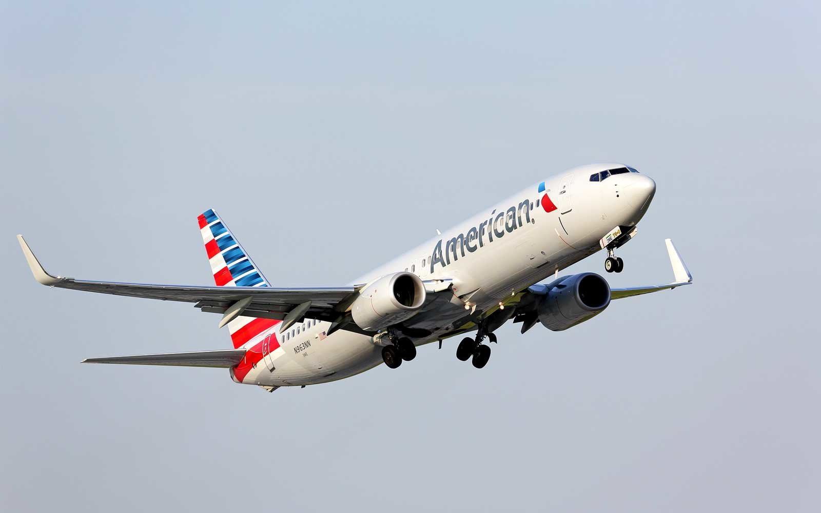 American Airlines grounds 14 planes to fix overhead bins
