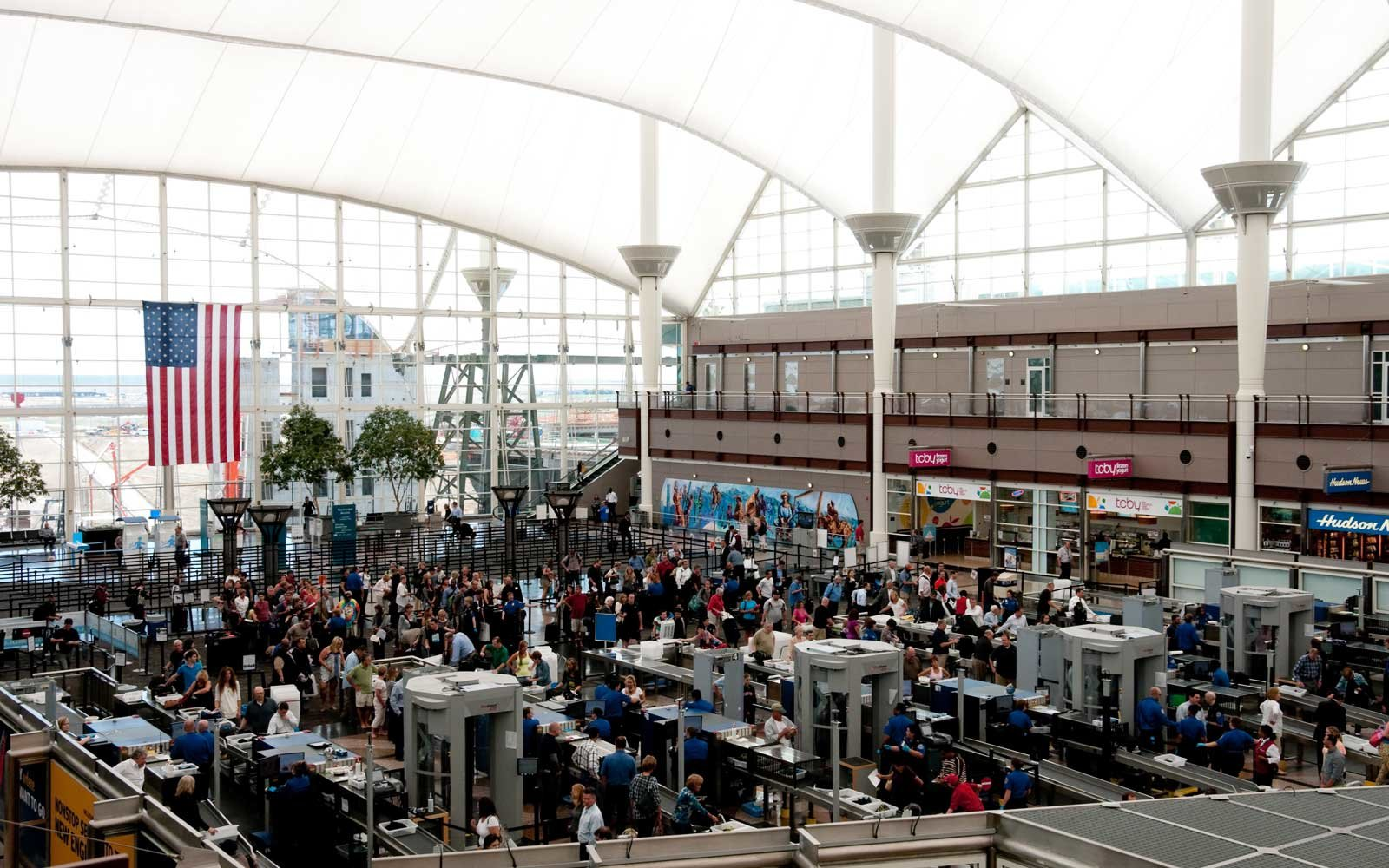 c4de48c6cb A record number of travelers are expected in U.S. airports this Spring Break  season.