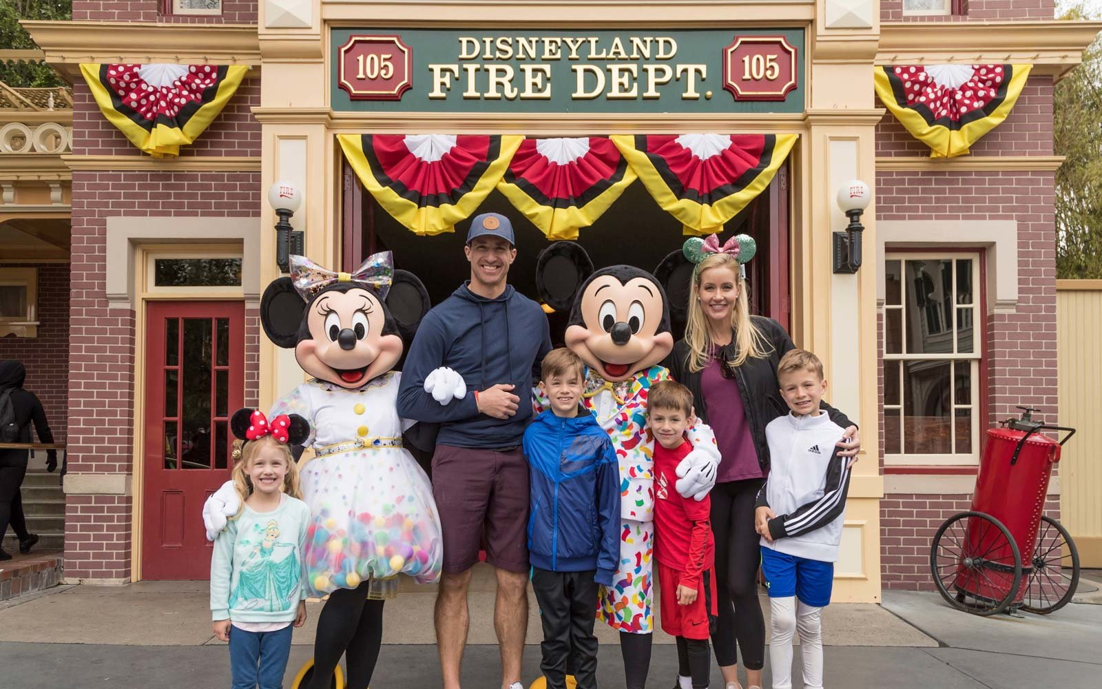 Drew Brees brings his family to Disneyland