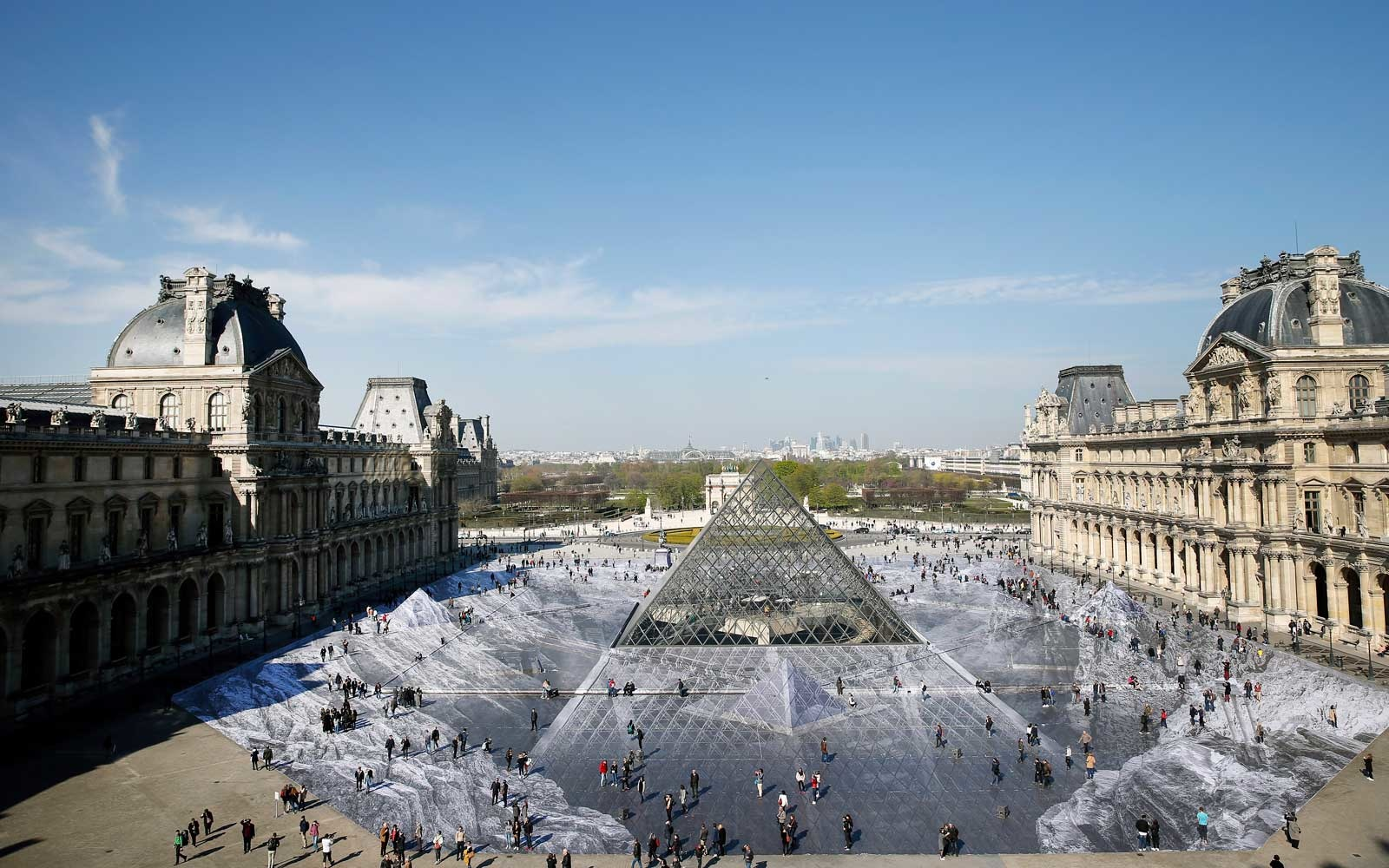 This Optical Illusion Transformed the Louvre Into a Bottomless Pit — Before It Disappeared