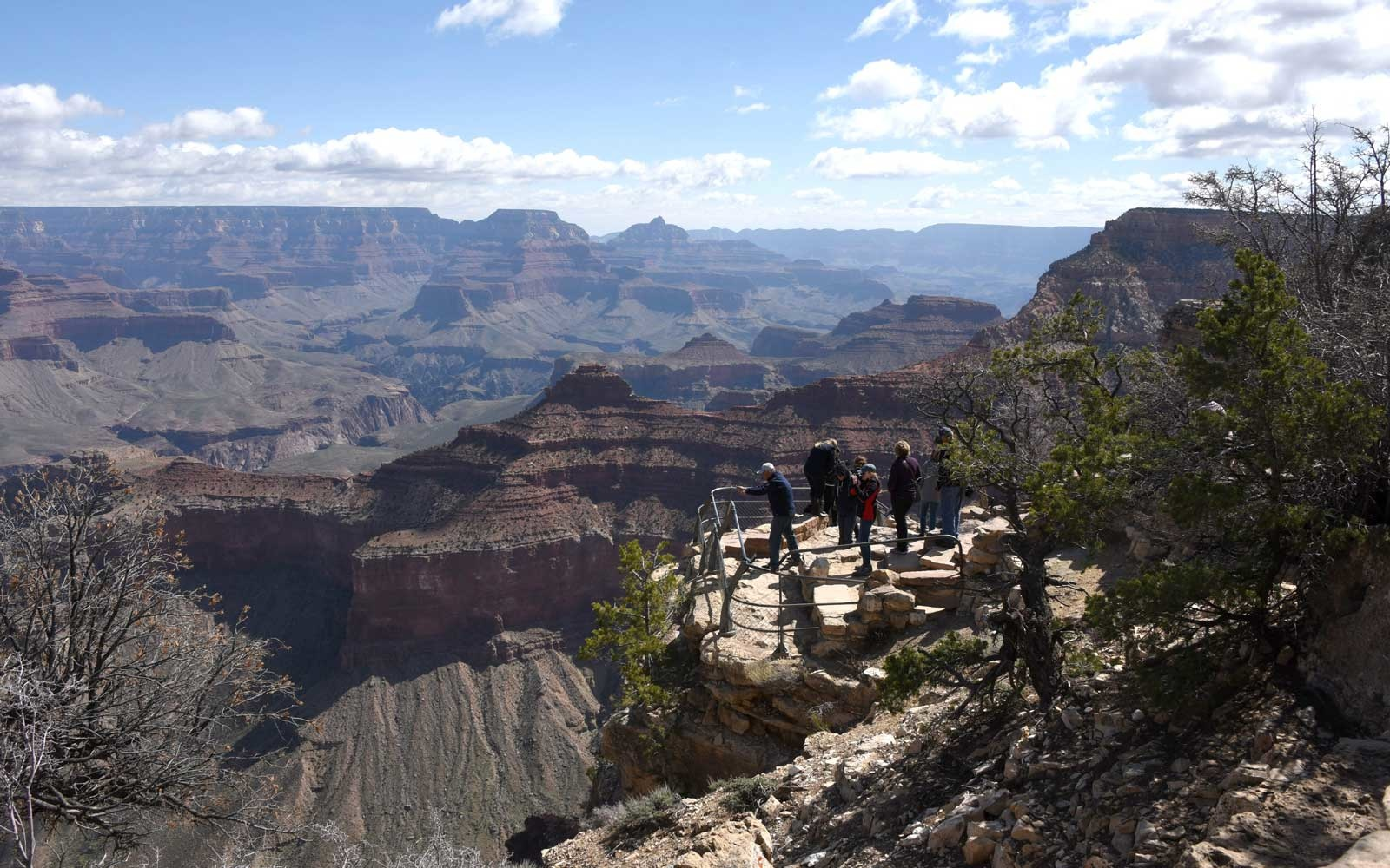 Tourist falls 400 feet to death at Grand Canyon