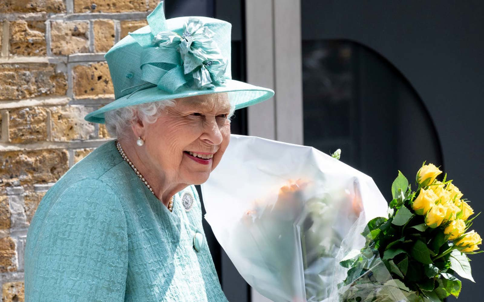 Queen Elizabeth Had the Best Reaction to Being Taught to Use a Self-checkout Machine