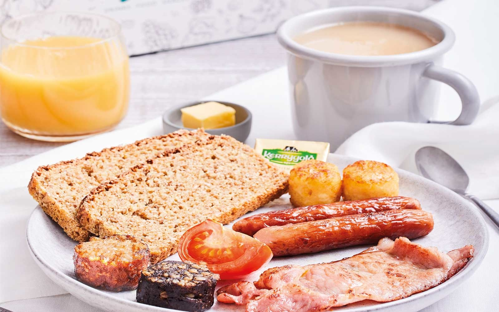 Enjoy a full Irish Breakfast when taking flights within Europe with Aer Lingus.