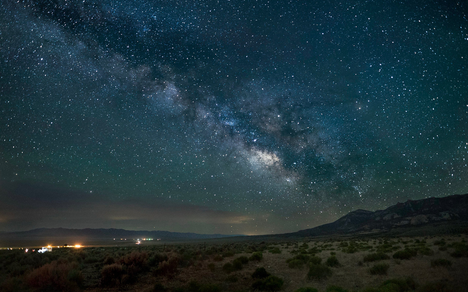This Train Takes You to the Middle of Nowhere to Stargaze
