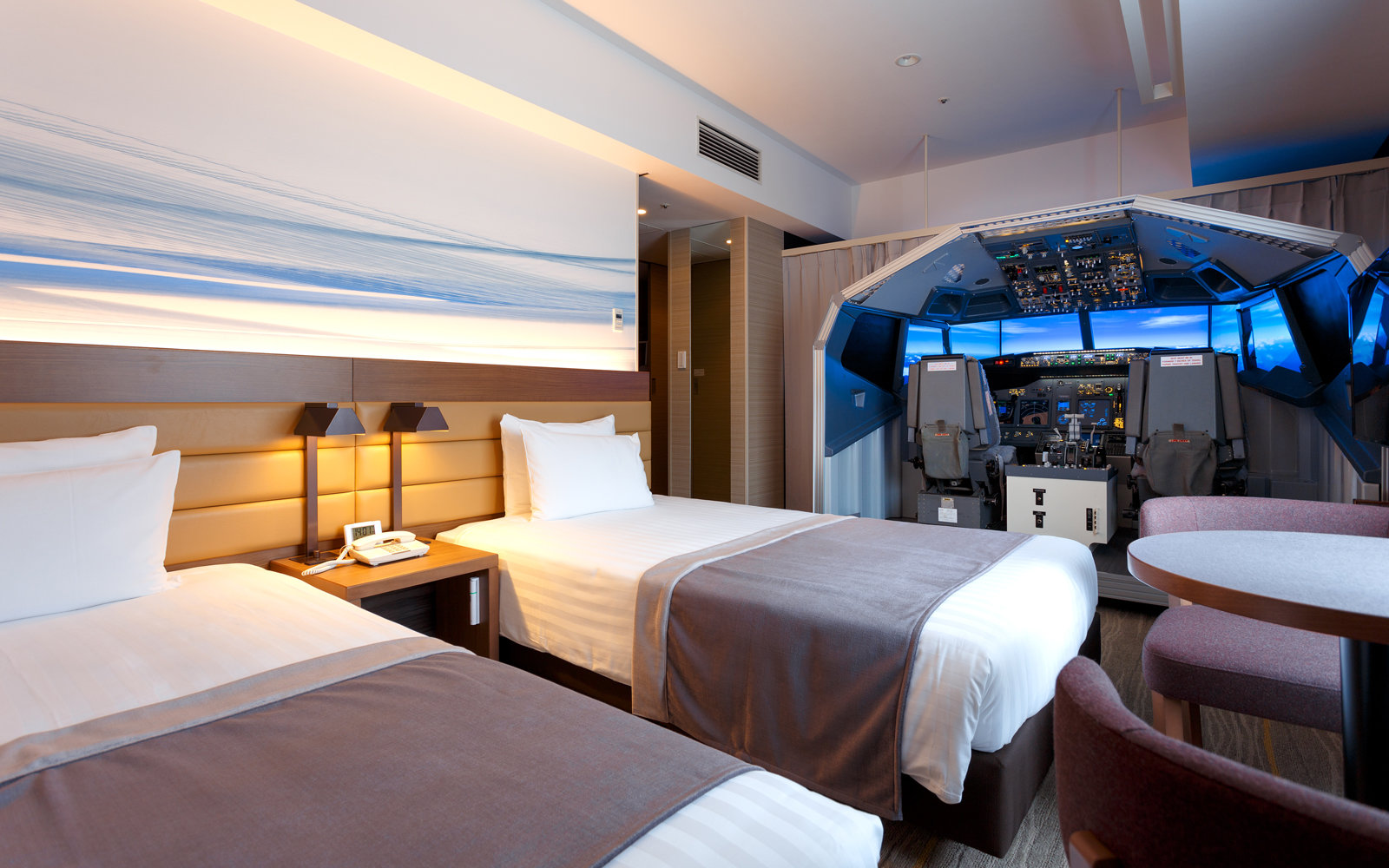 This Hotel Room Has Its Own Boeing 737 Flight Simulator