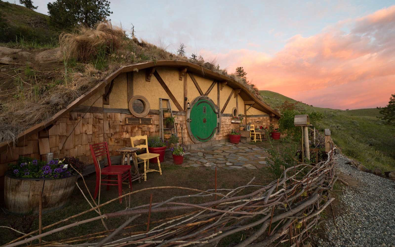 Hobbit House Airbnb in Orondo, Washington