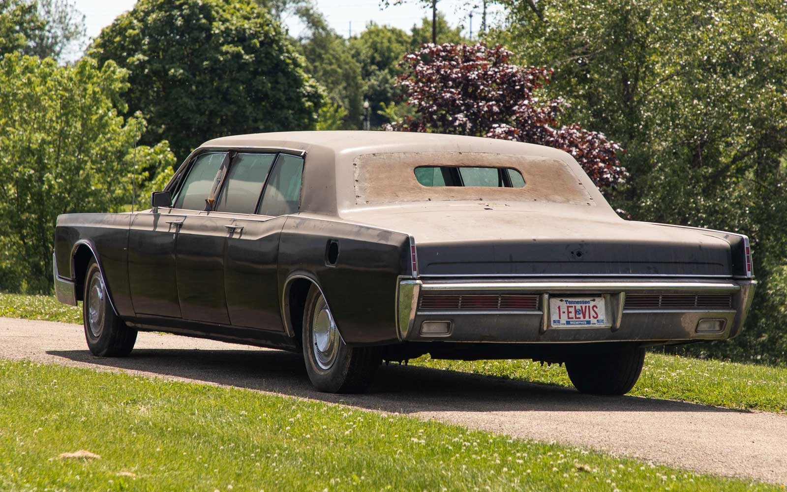 Elvis Presley's 1967 Lincoln Continenal limousine for auction