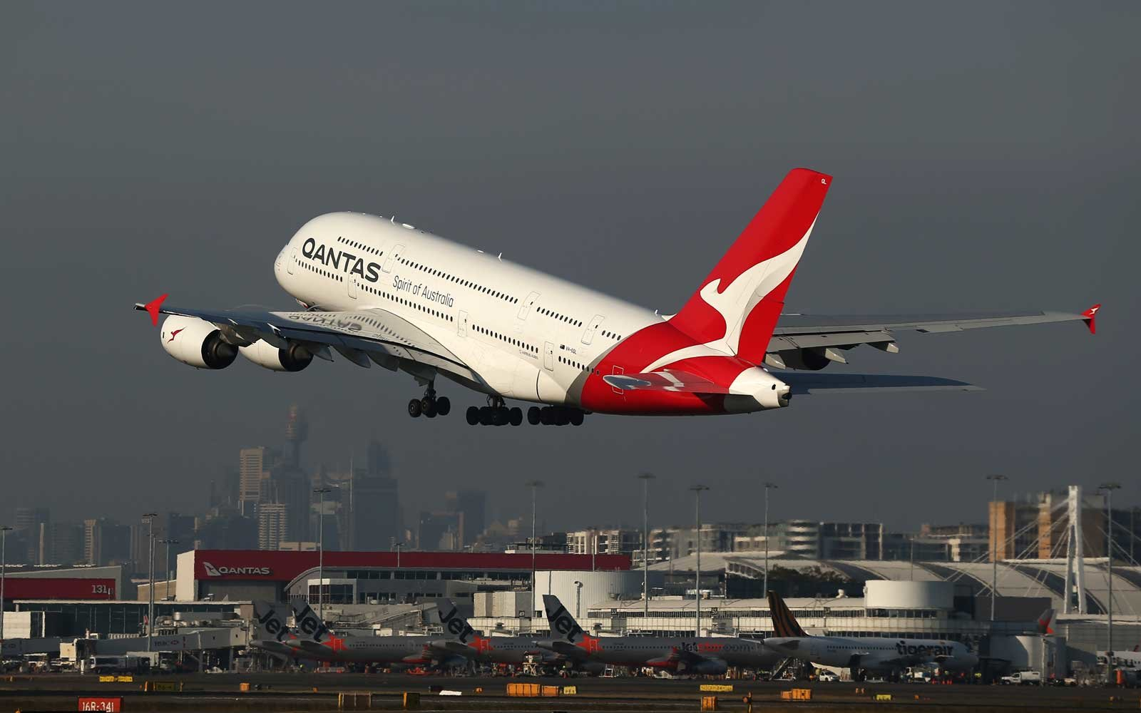 A non-stop 19-hour flight to Sydney has taken off from London