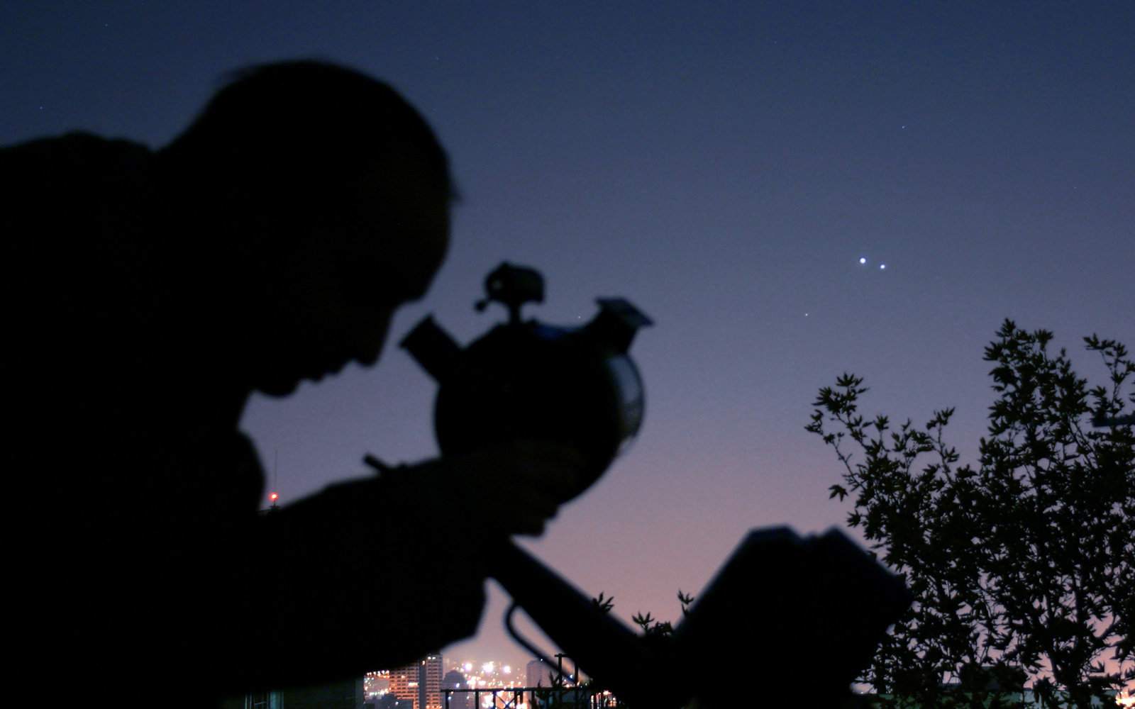 "Venus and Saturn will ""kiss"" in a rare astronomical event this week"