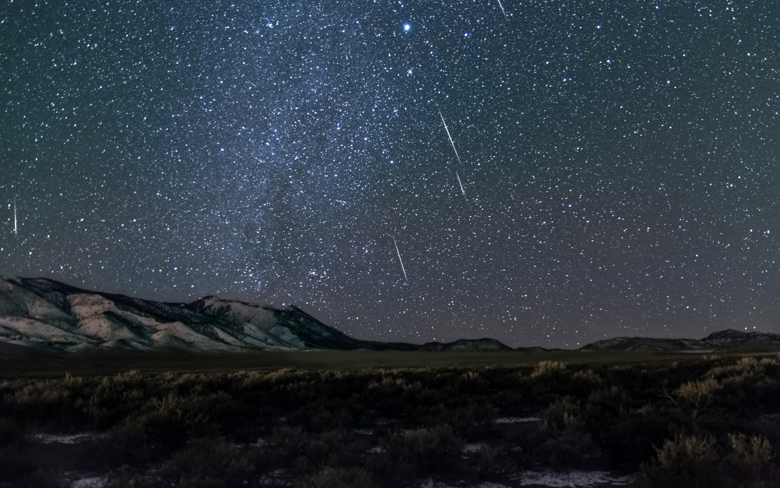 Colorful shooting stars will light up the sky like celestial Christmas lights this weekend