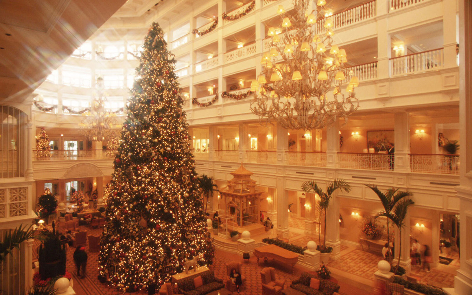 disney christmas travel tips - When Is Disney Decorated For Christmas