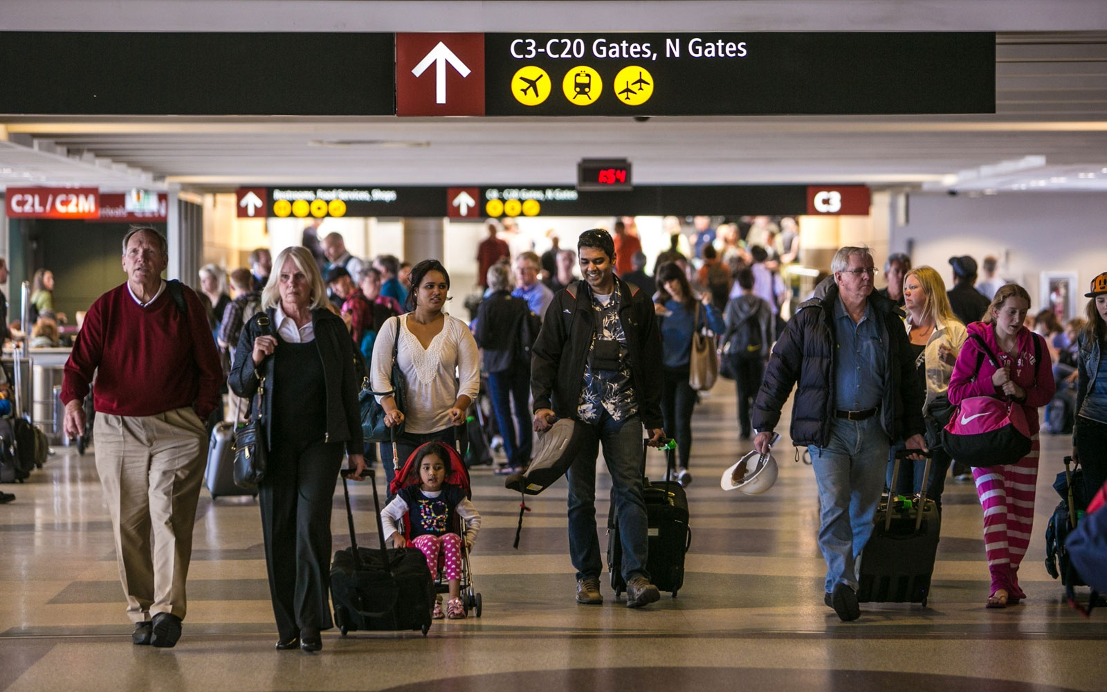 Americas Best And Worst Airports Travel Leisure - The 6 busiest north american airports at christmas