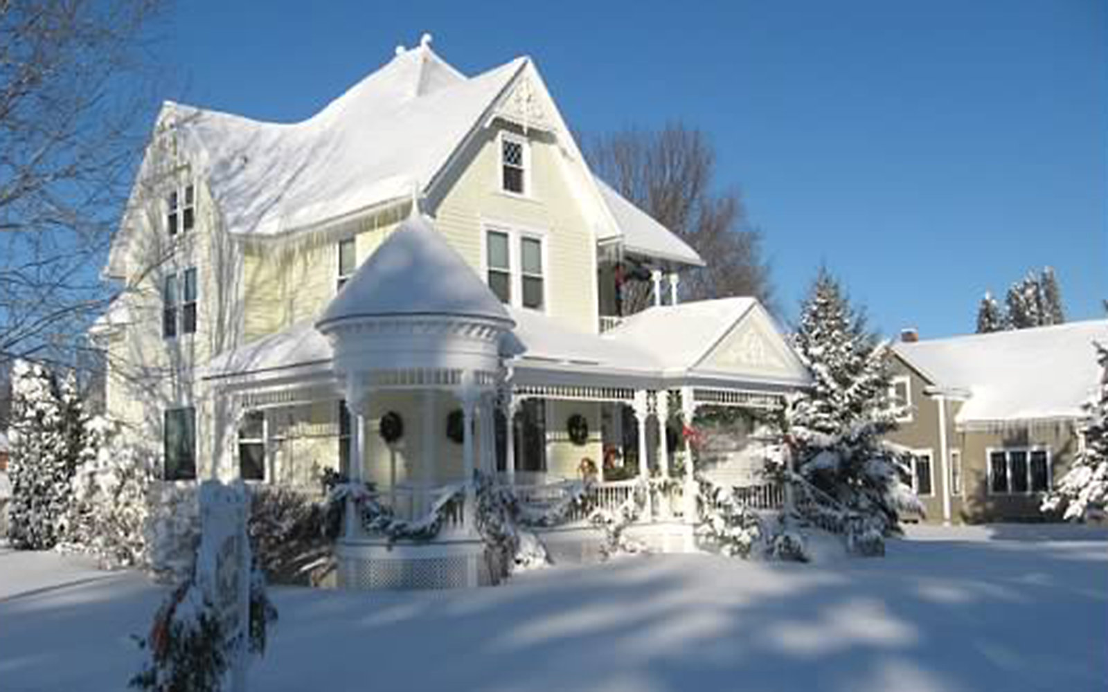 romantic Anna V's B&B in snowy Lanesboro, MN