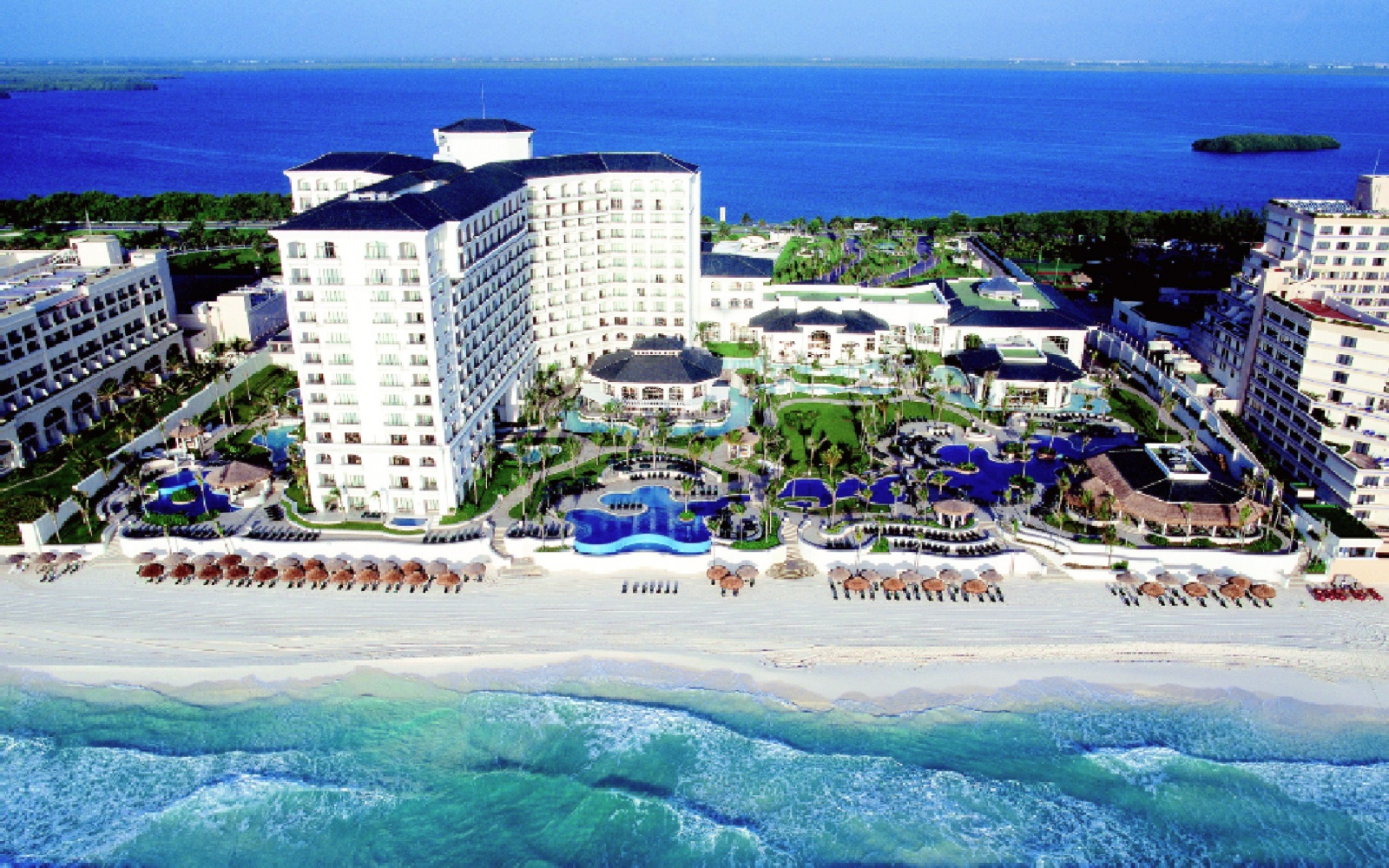 JW Marriott Cancún Resort & Spa on the beach, Mexico
