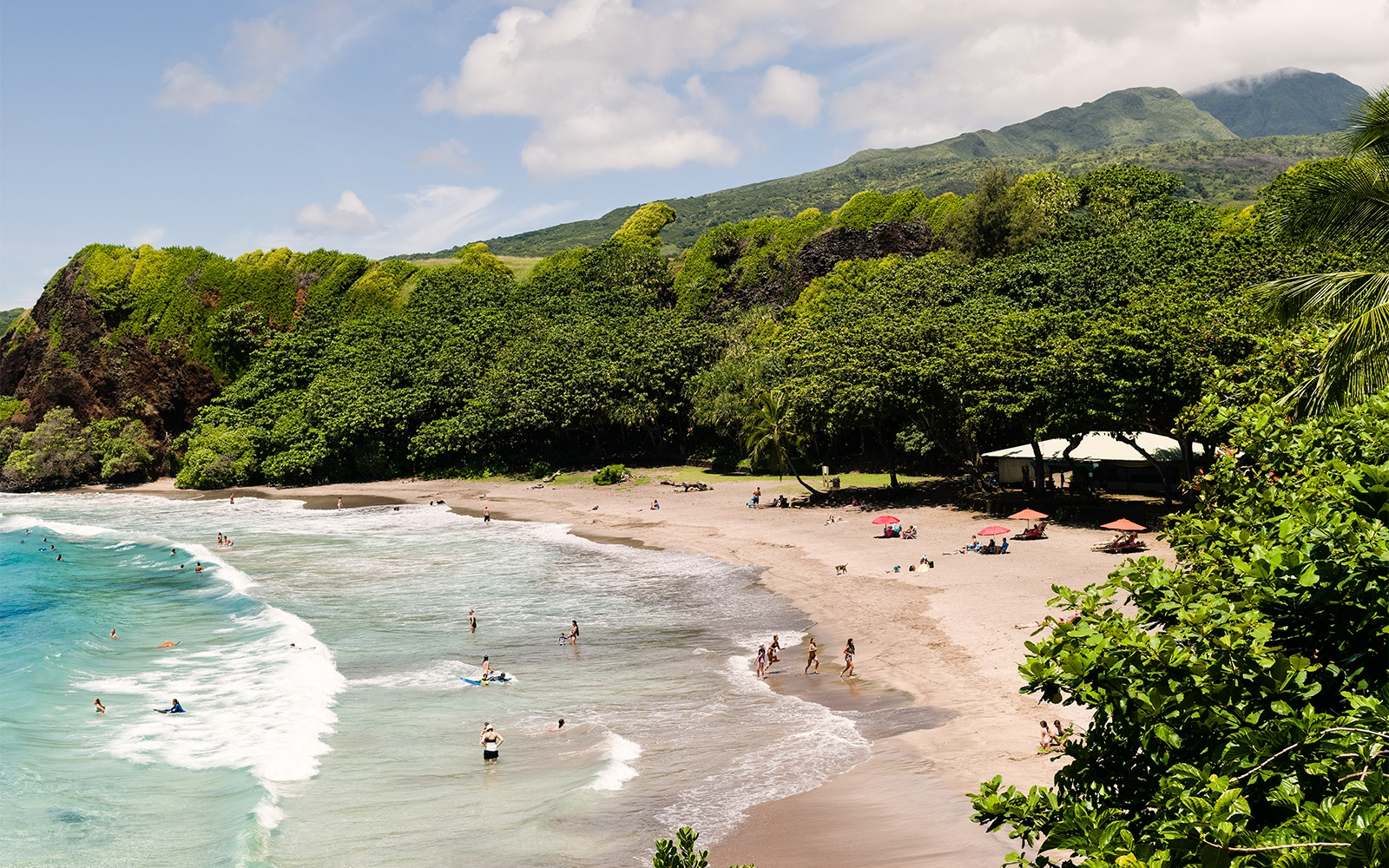 There's an Old-Fashioned Airfare Price War on for Flights to Hawaii!