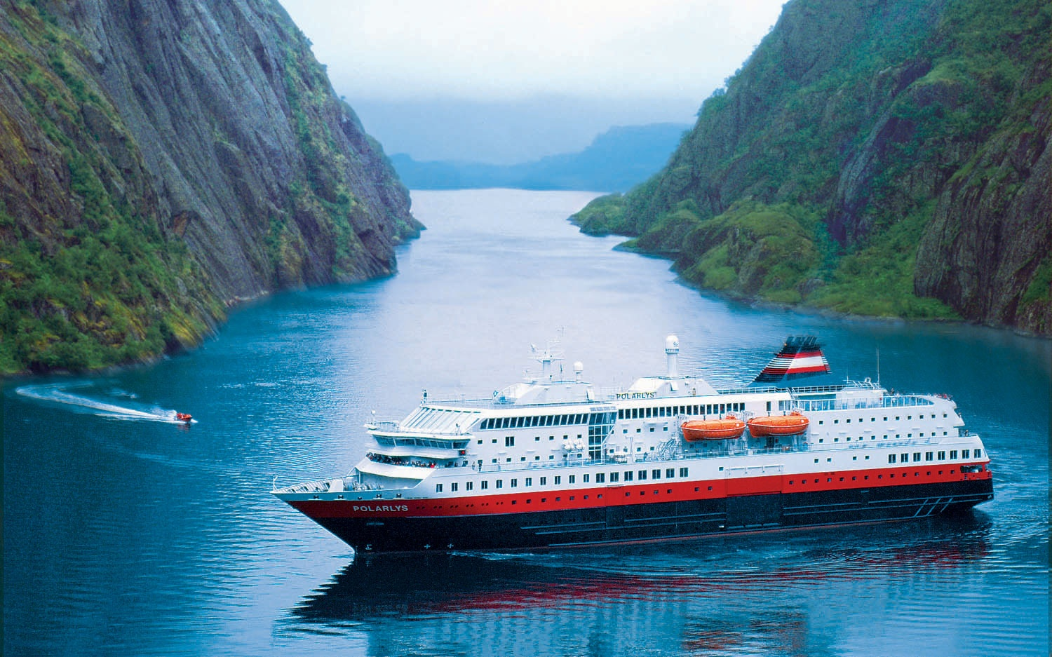 2,700-passenger Disney cruise ship in Norway