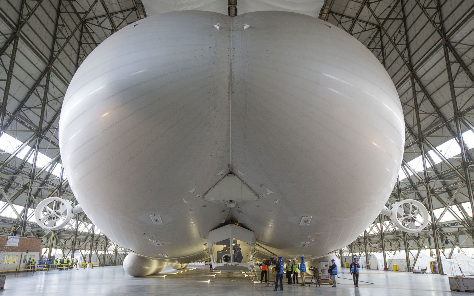 The Airlander blimp, from behind.