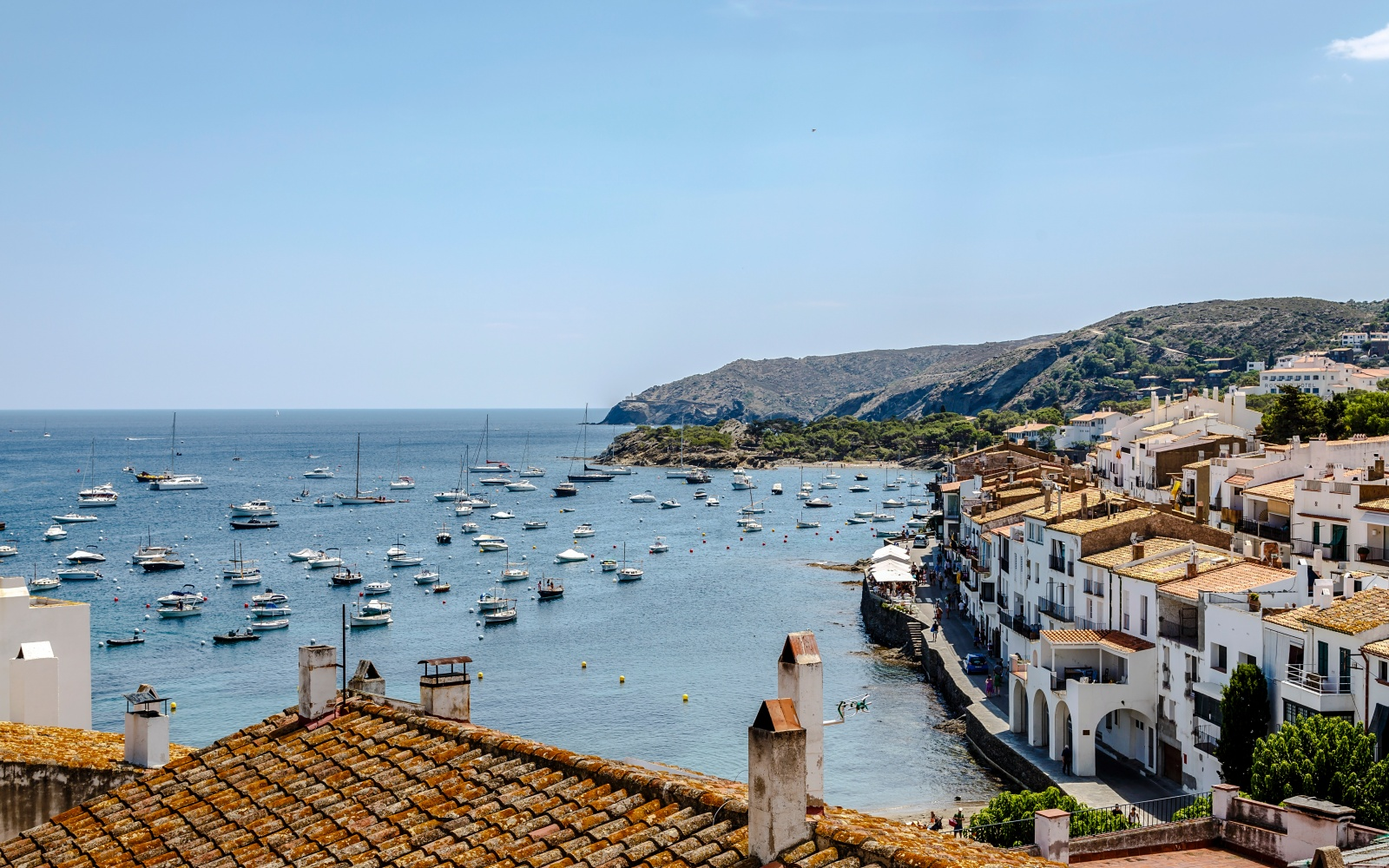 201409-w-worlds-prettiest-coastal-towns-cadaques-catalonia-spain