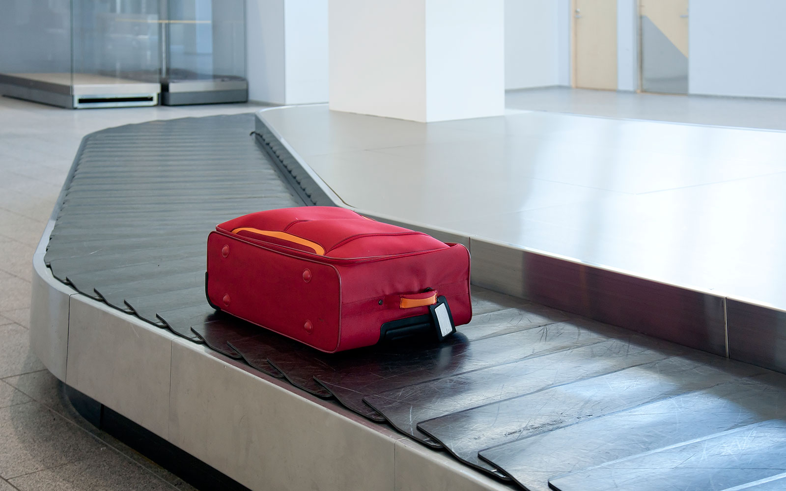 Video: This Is What Happens To Your Luggage In An Airport | Travel ...