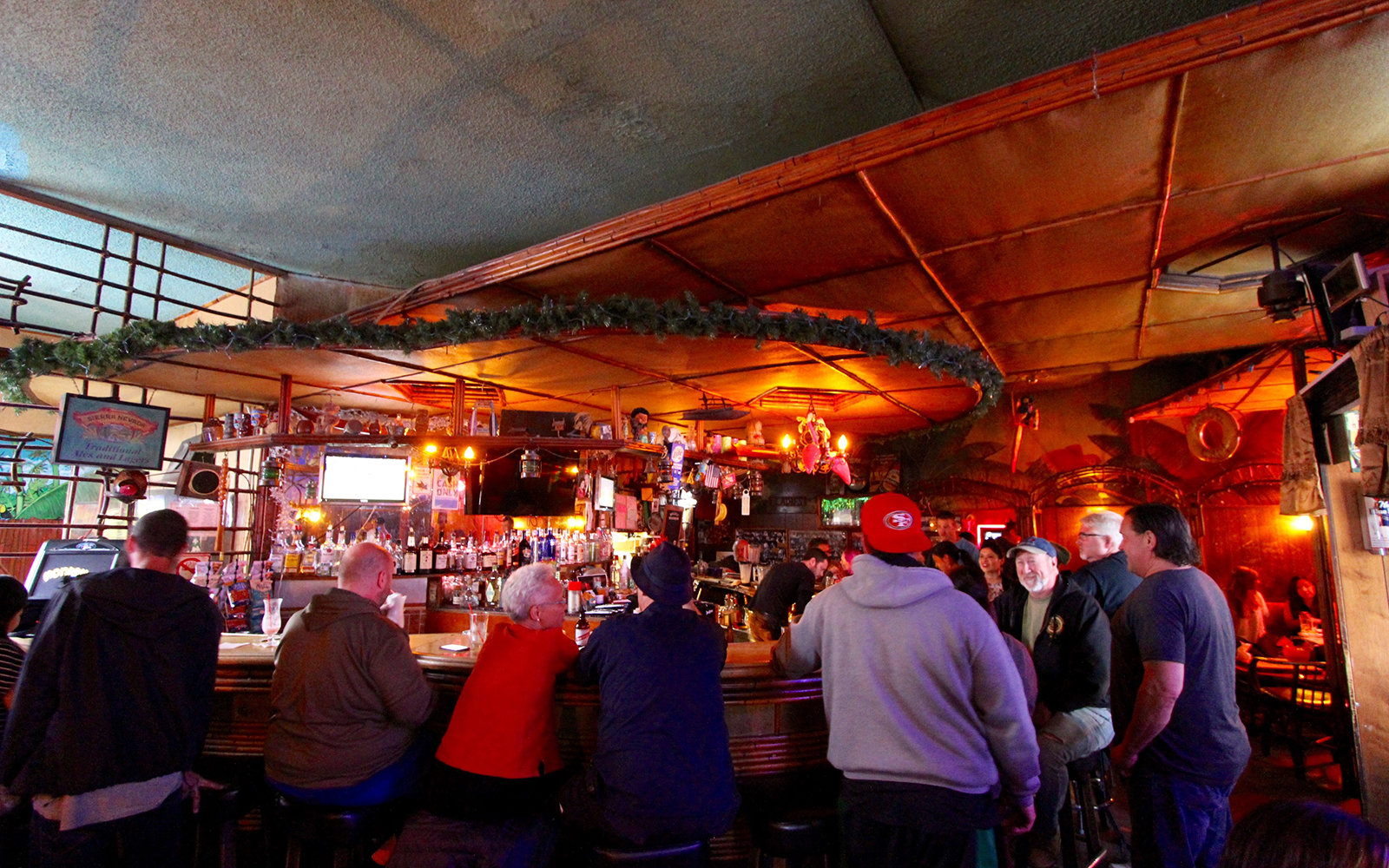 The best dive bars in 10 cities around the world travel for Bar dive