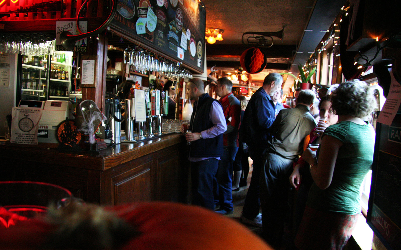 Vancouver s best dive bars travel leisure for Bar dive