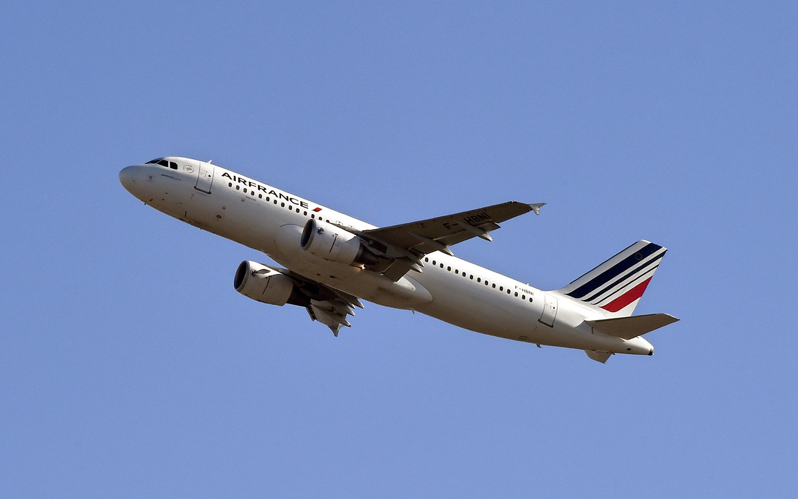 Drone almost hits Air France Plane